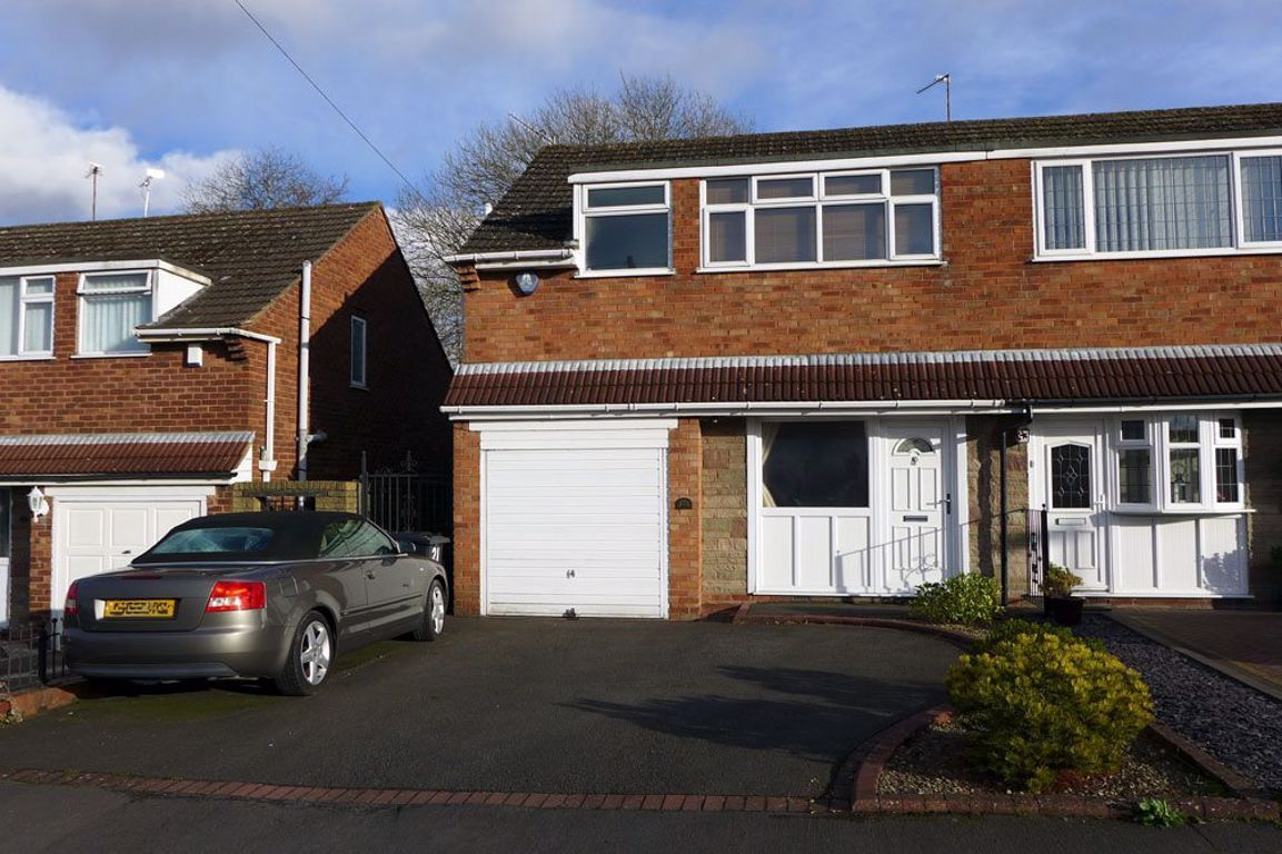 3 bed  to rent, B63