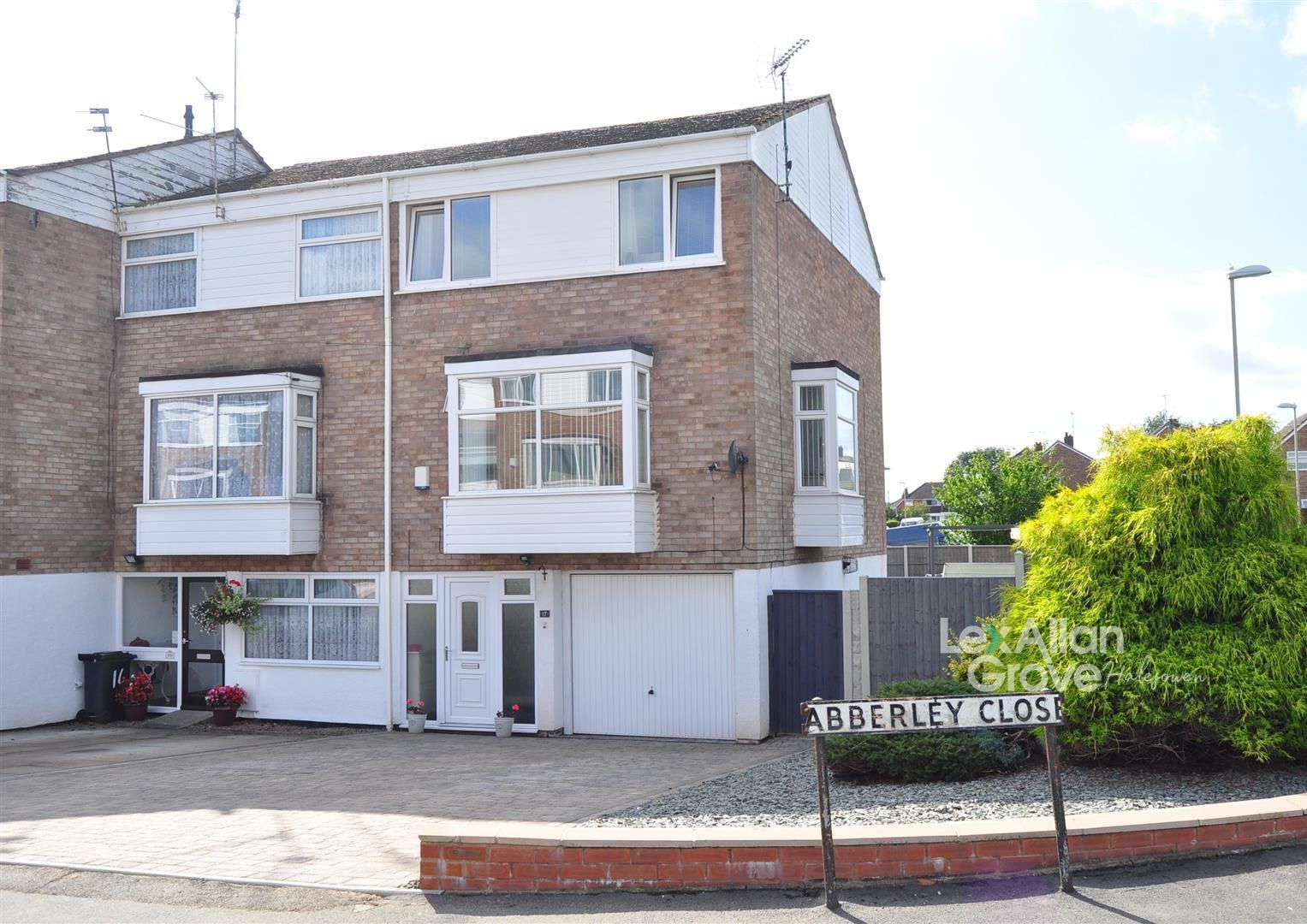 4 bed end-of-terrace for sale, B63