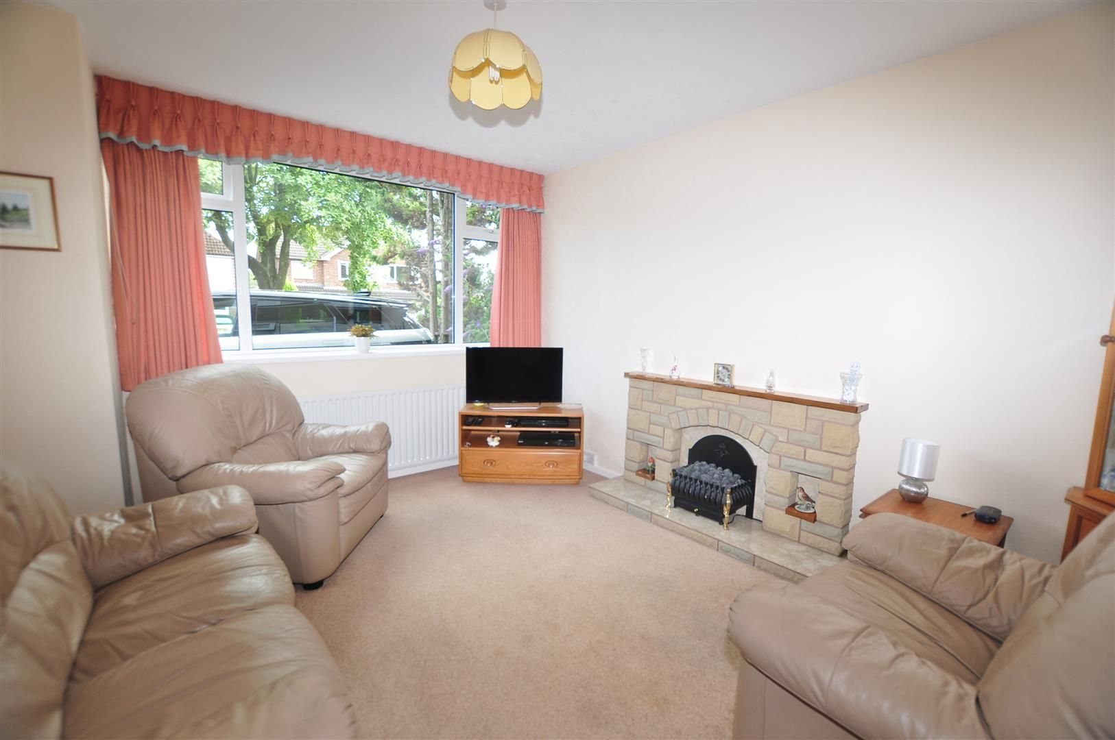 3 bed semi-detached for sale in Hagley 3