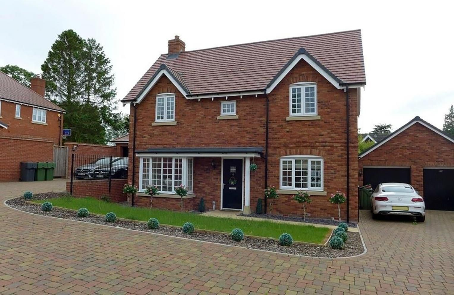 3 bed detached for sale in Hagley 16