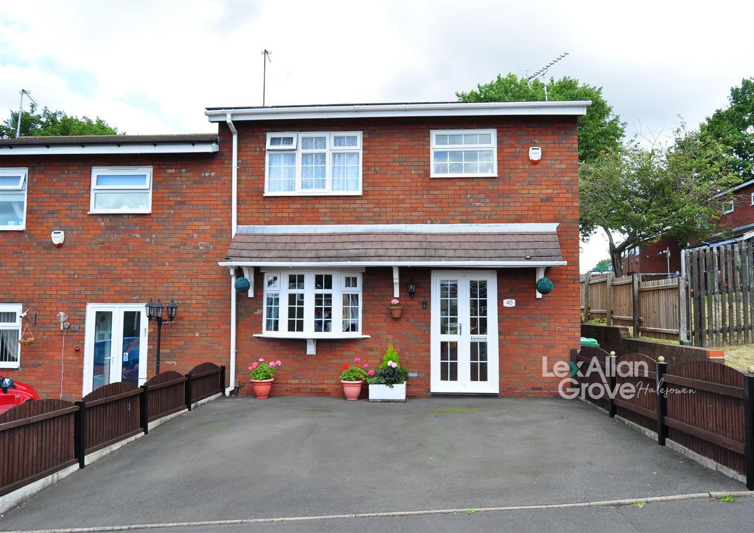 3 bed end-of-terrace for sale, B64