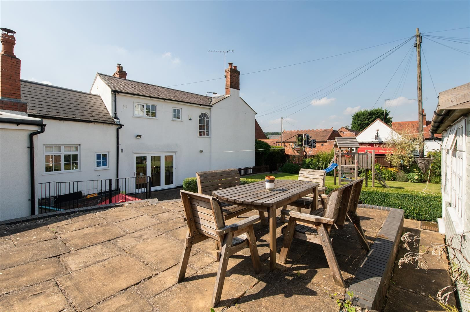 4 bed detached for sale in Blakedown 32