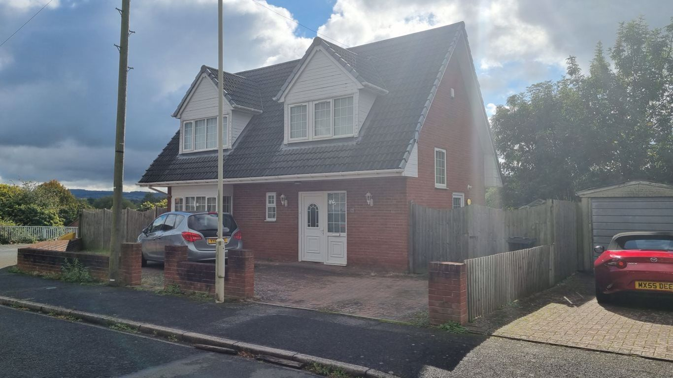 3 bed  to rent in Wordsley, DY8