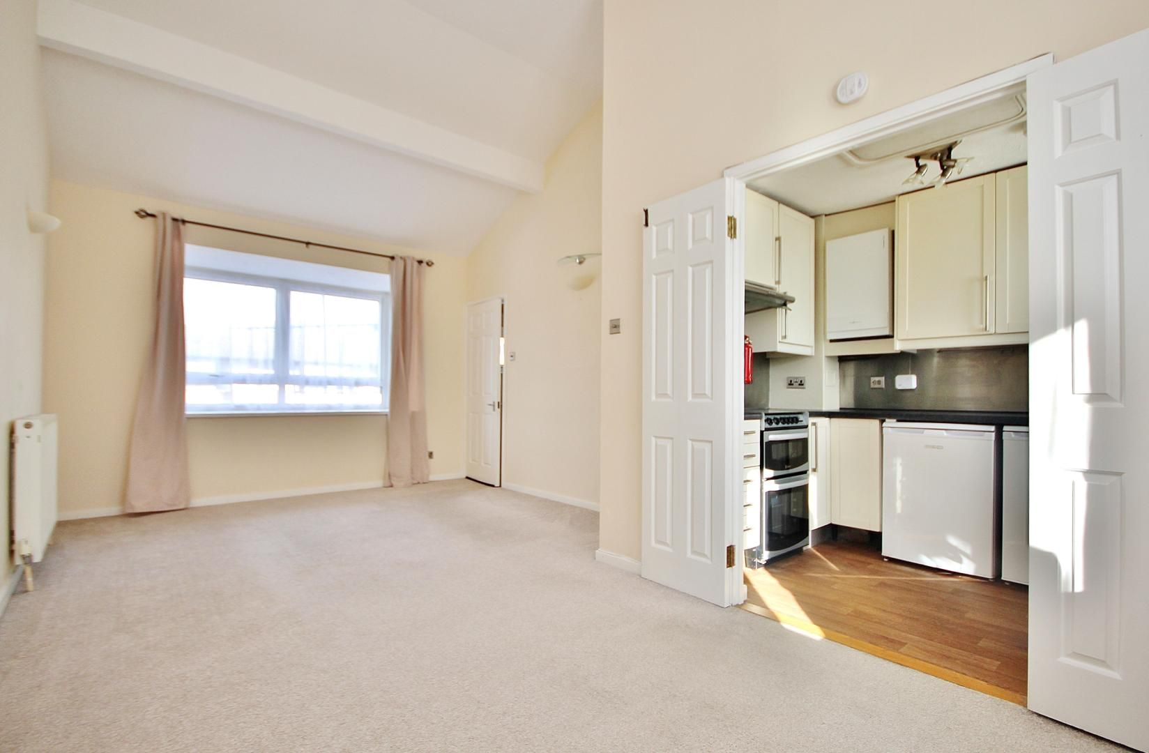 4 bed house to rent in Barnfield Place - Property Image 1