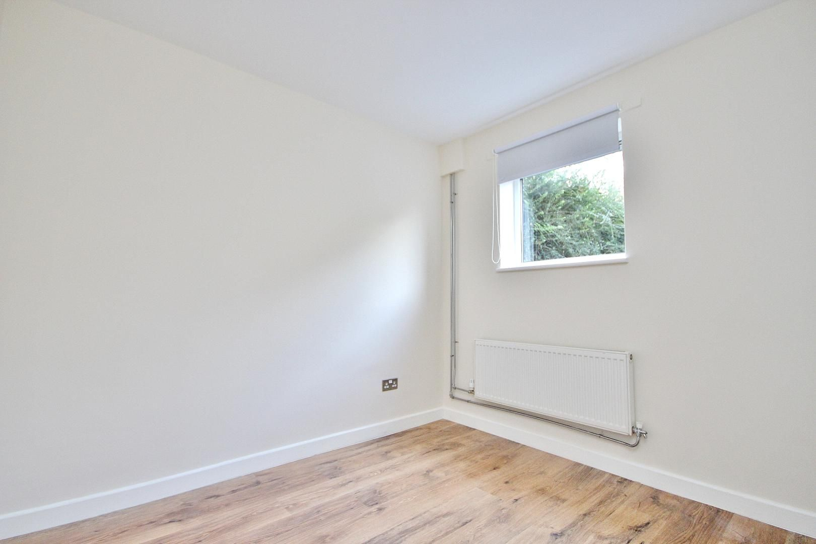 4 bed house to rent in Barnfield Place  - Property Image 3