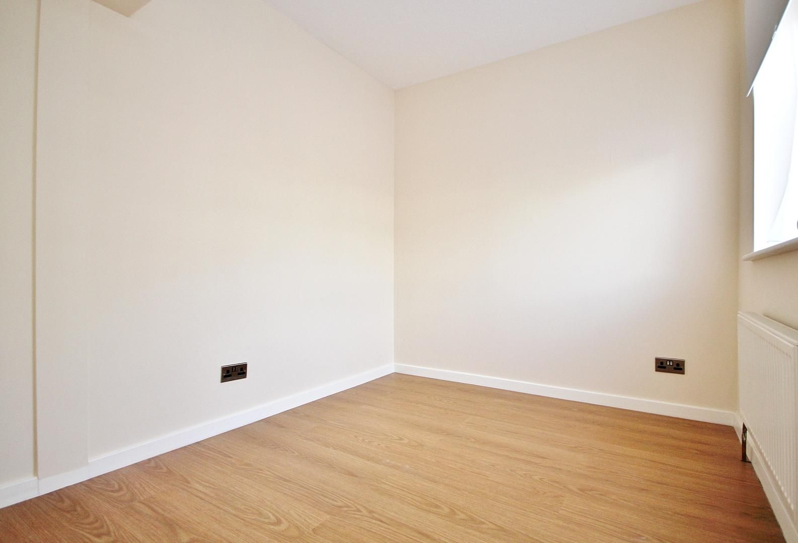 4 bed house to rent in Barnfield Place  - Property Image 5