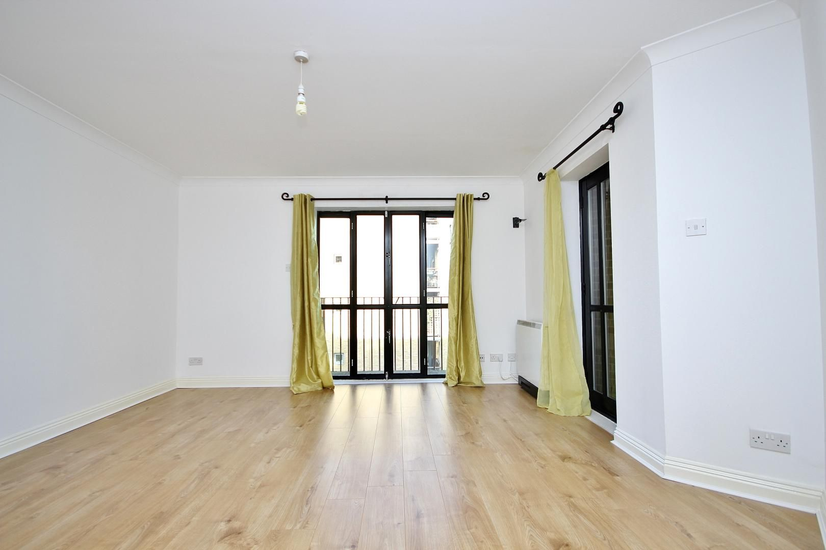 2 bed flat to rent in Brunel House  - Property Image 3