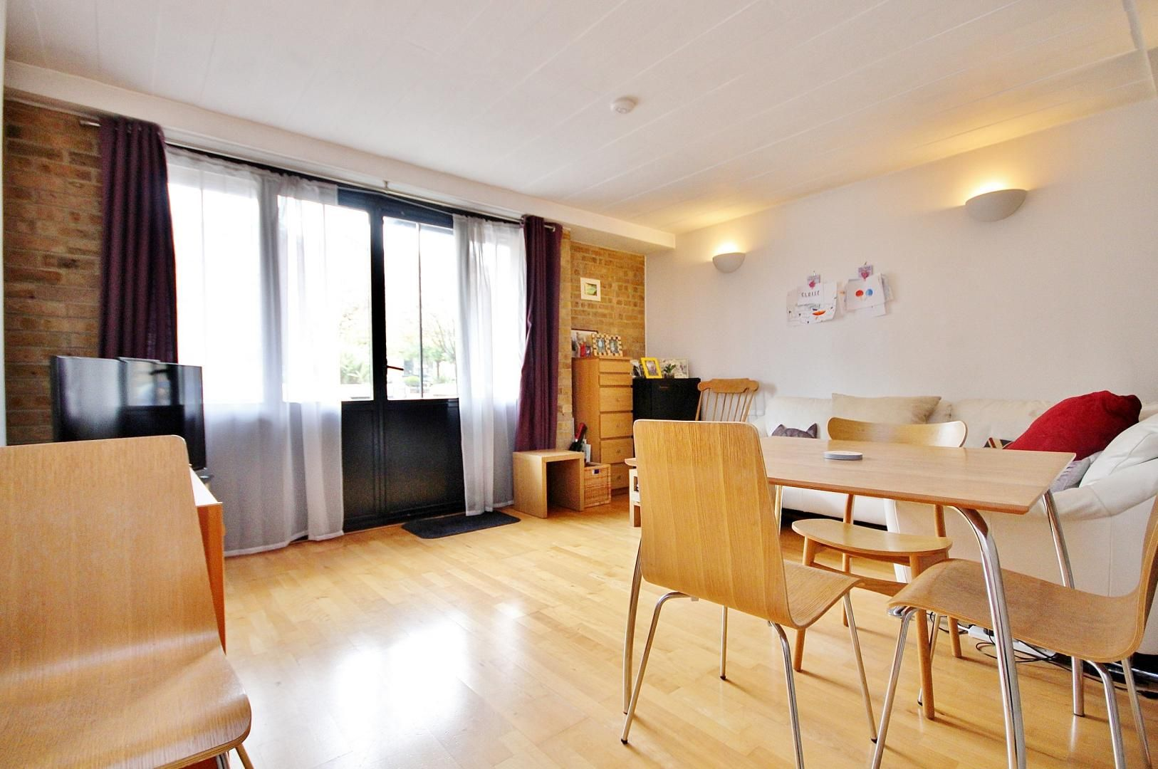 2 bed flat to rent in Beacon House, E14