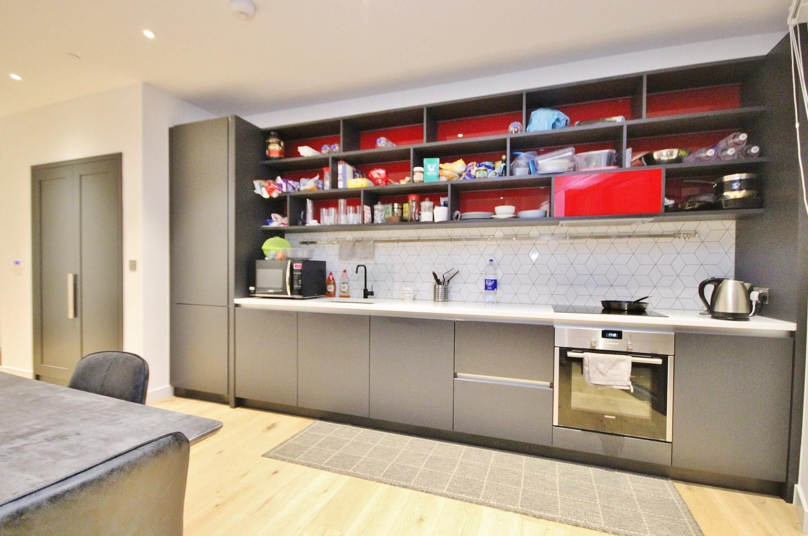 2 bed flat to rent in Modena House, E14