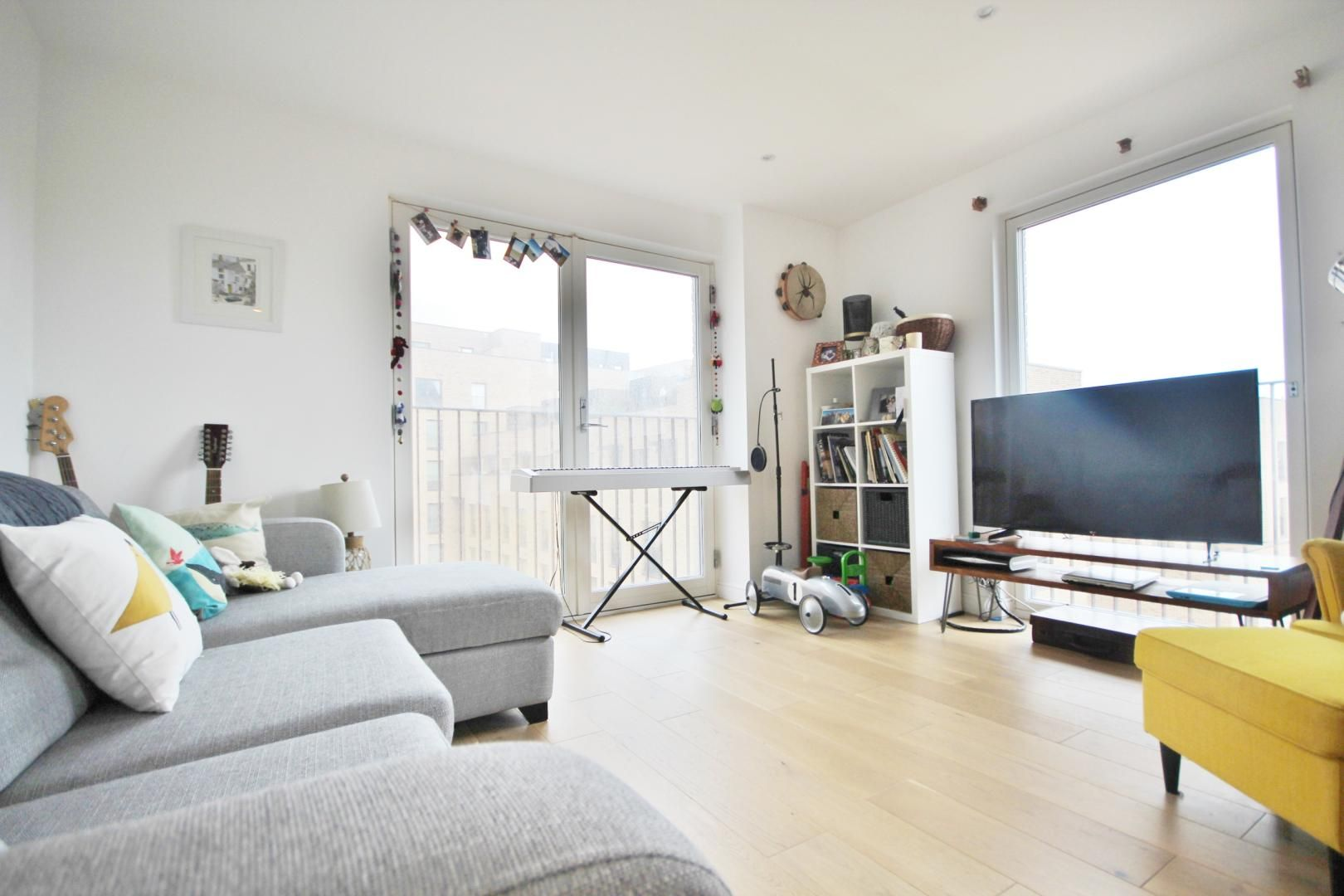 2 bed flat to rent in Mogul Building, E15