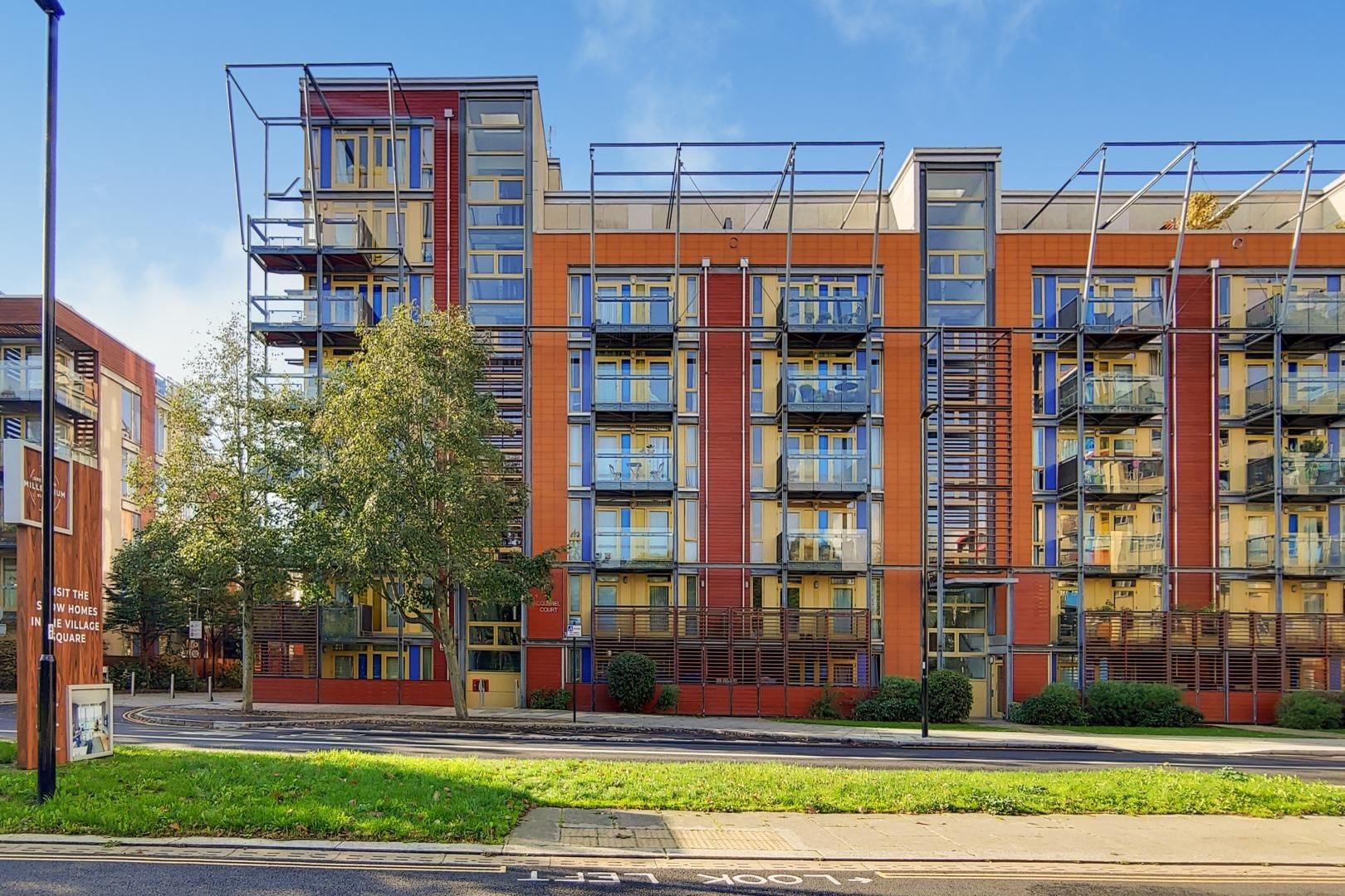3 bed flat for sale in Becquerel Court  - Property Image 11