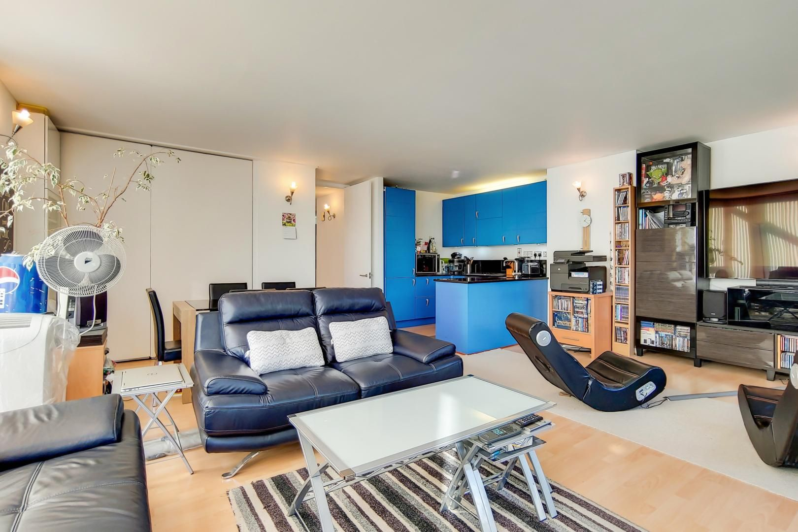 3 bed flat for sale in Becquerel Court  - Property Image 3