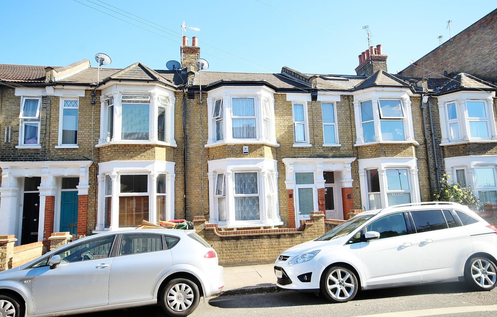 3 bed house for sale in Deanery Road  - Property Image 2