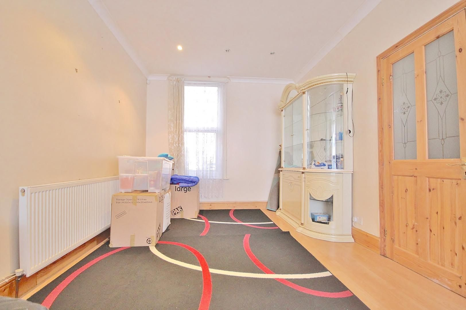 3 bed house for sale in Deanery Road  - Property Image 3