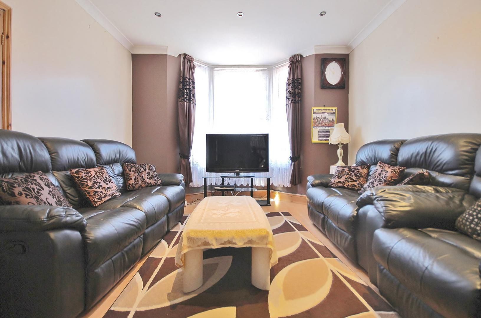 3 bed house for sale in Deanery Road  - Property Image 4