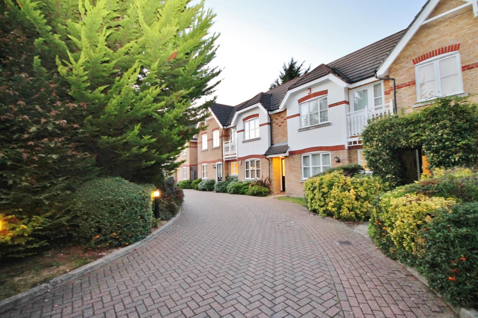 2 bed flat for sale in Whittington Mews - Property Image 1