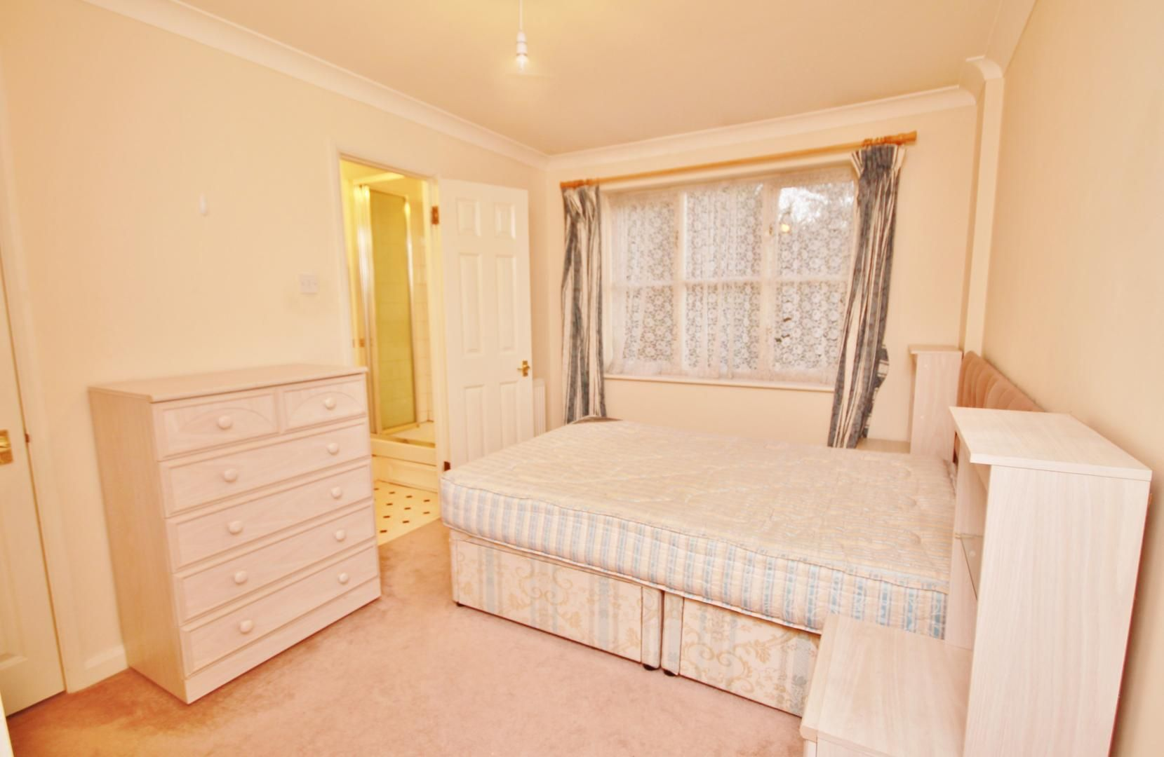 2 bed flat for sale in Whittington Mews  - Property Image 4