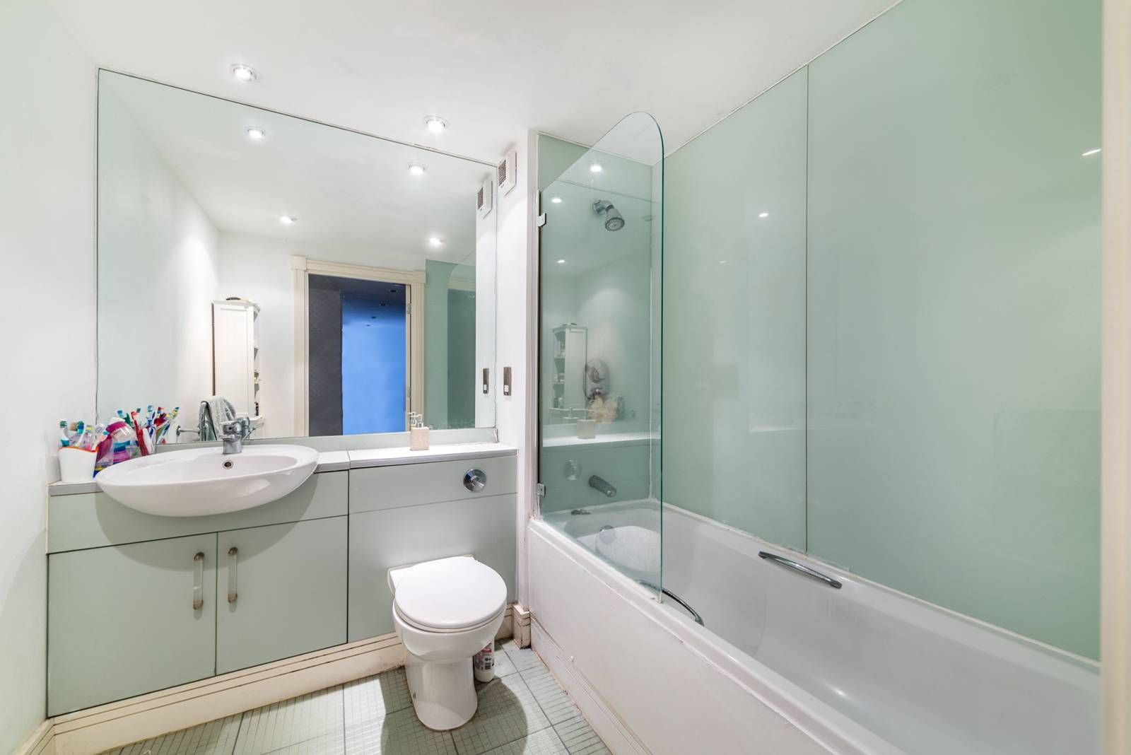 1 bed flat for sale in Nova Building  - Property Image 9