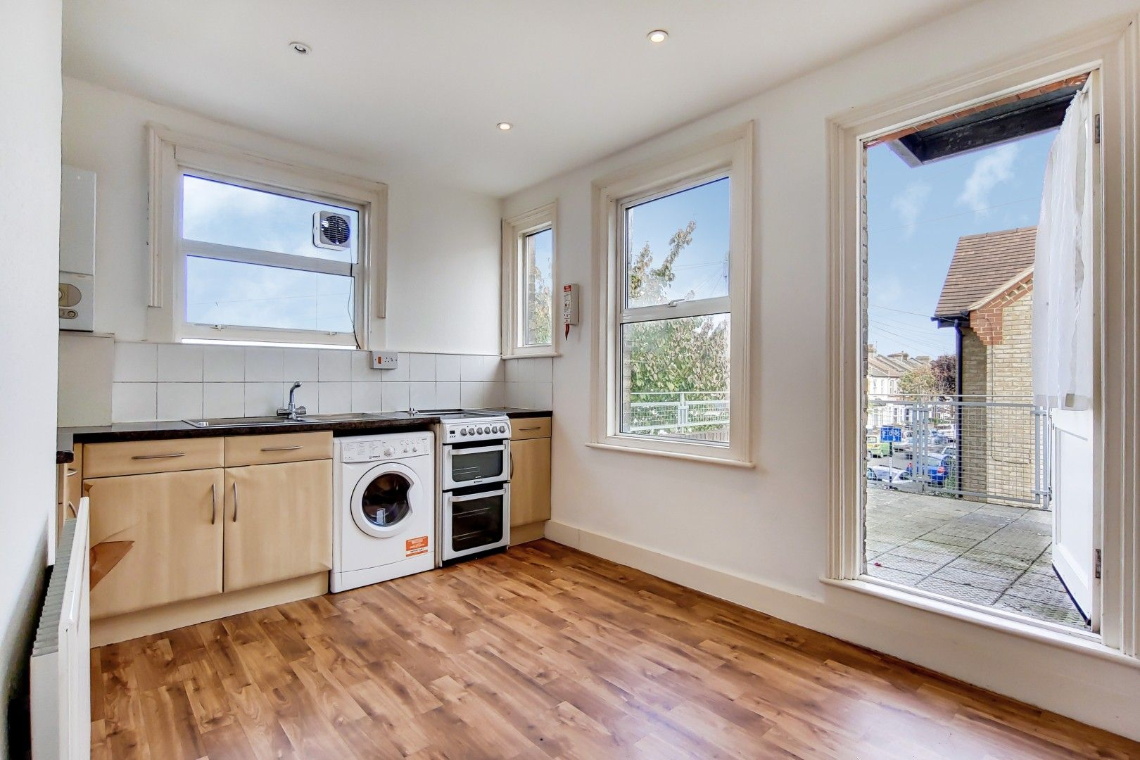 3 bed flat for sale in Portland Road, SE25