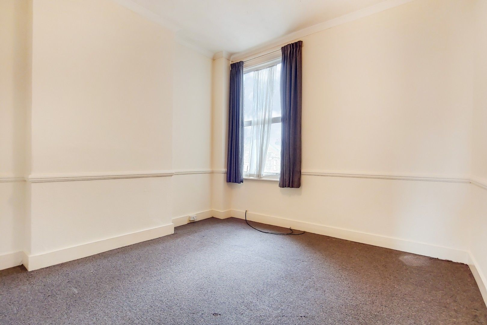 3 bed flat for sale in Portland Road  - Property Image 4