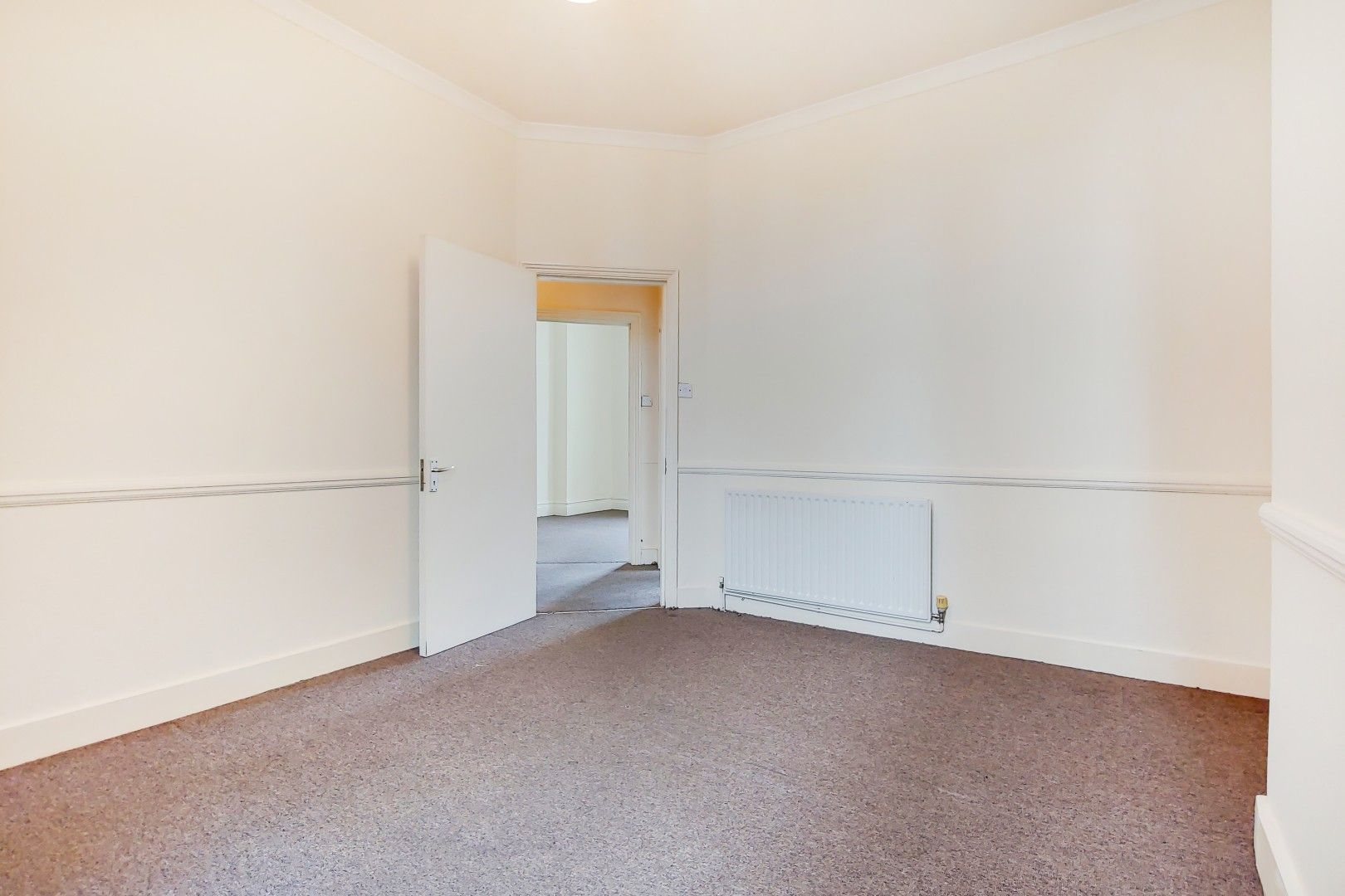 3 bed flat for sale in Portland Road  - Property Image 5