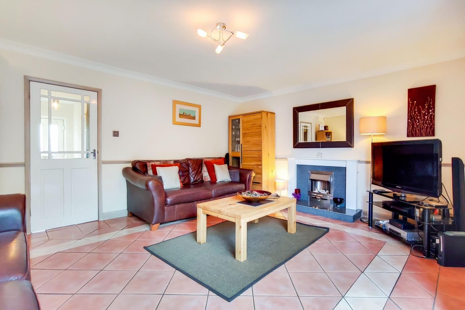 3 bed house for sale in Upminster Road North  - Property Image 3