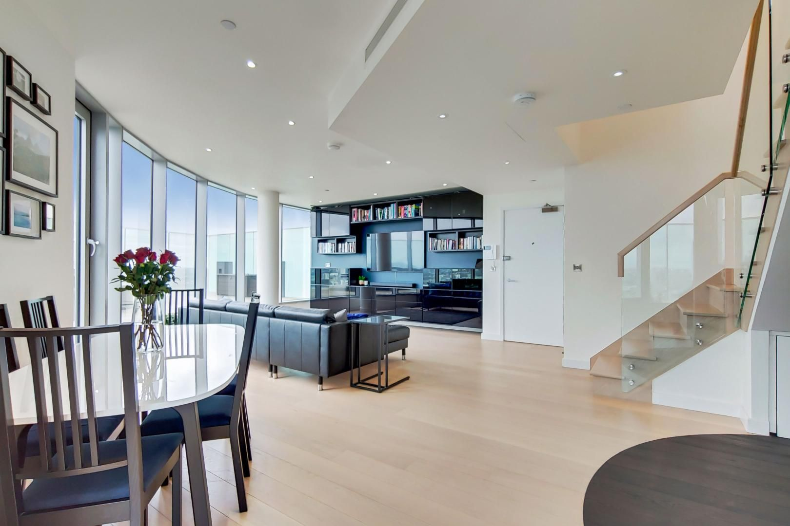 2 bed flat for sale in Charrington Tower  - Property Image 2