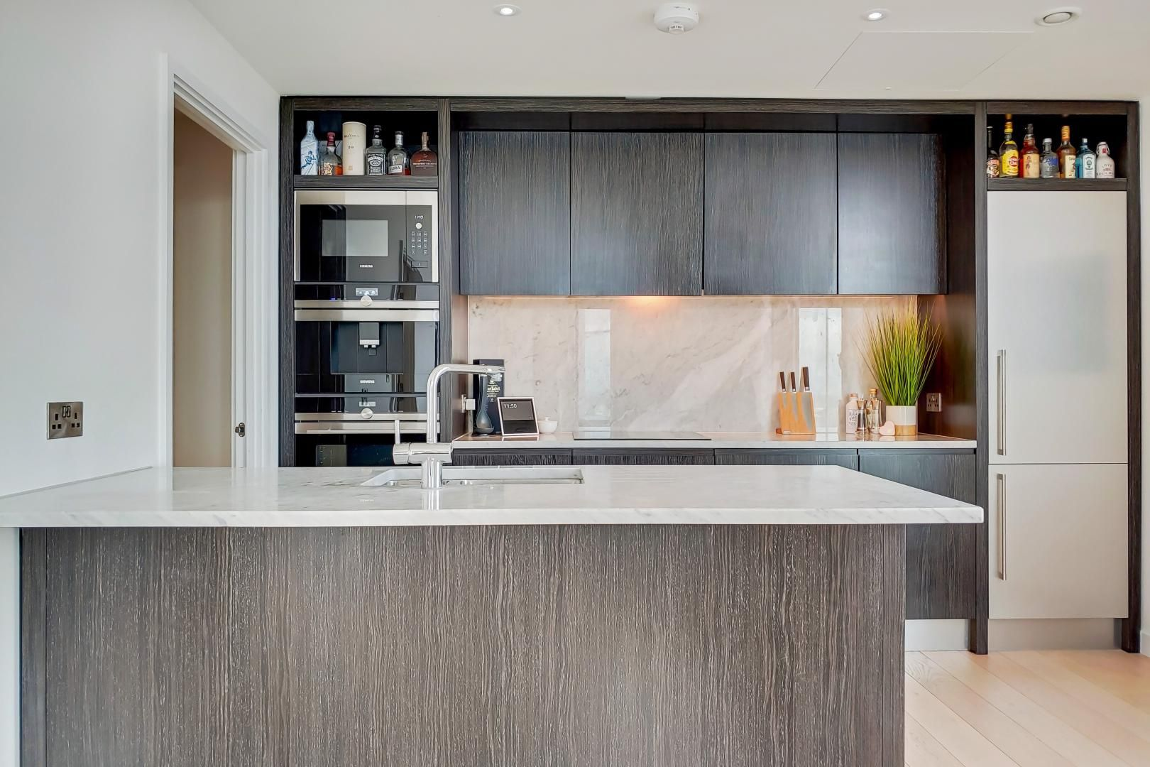 2 bed flat for sale in Charrington Tower  - Property Image 3