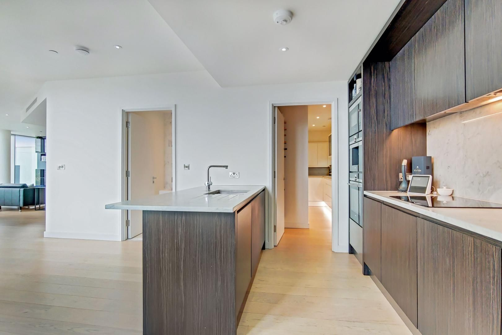 2 bed flat for sale in Charrington Tower  - Property Image 4