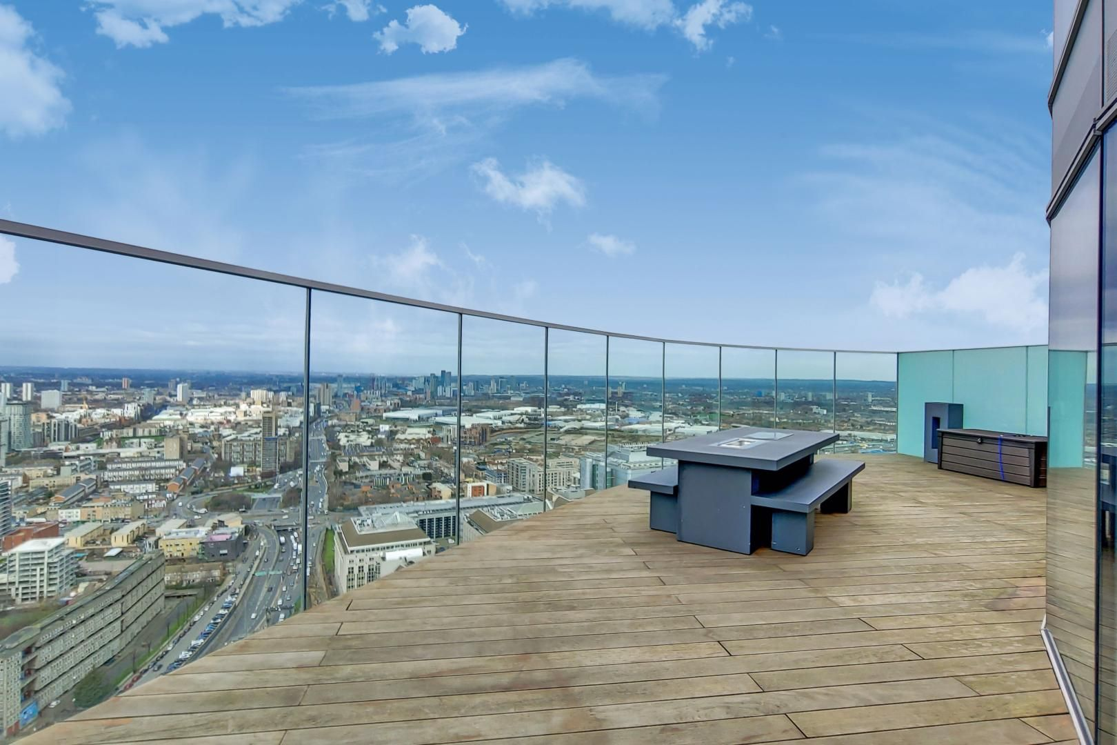 2 bed flat for sale in Charrington Tower  - Property Image 5