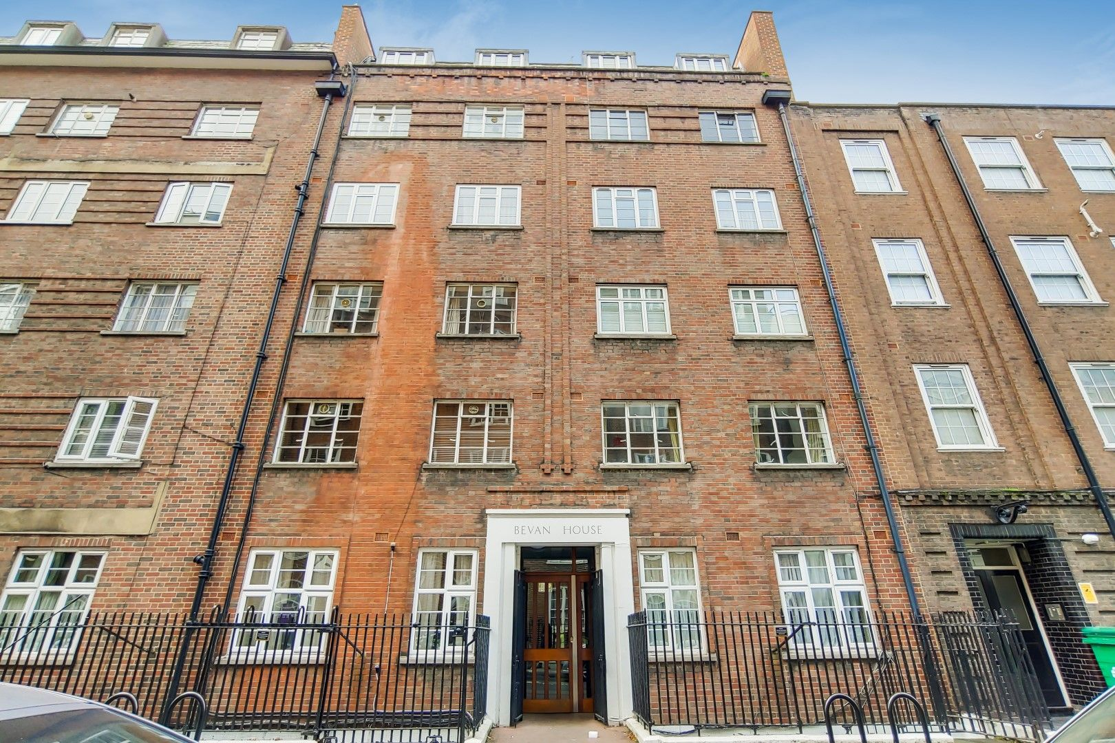 2 bed flat to rent in Bevan House - Property Image 1