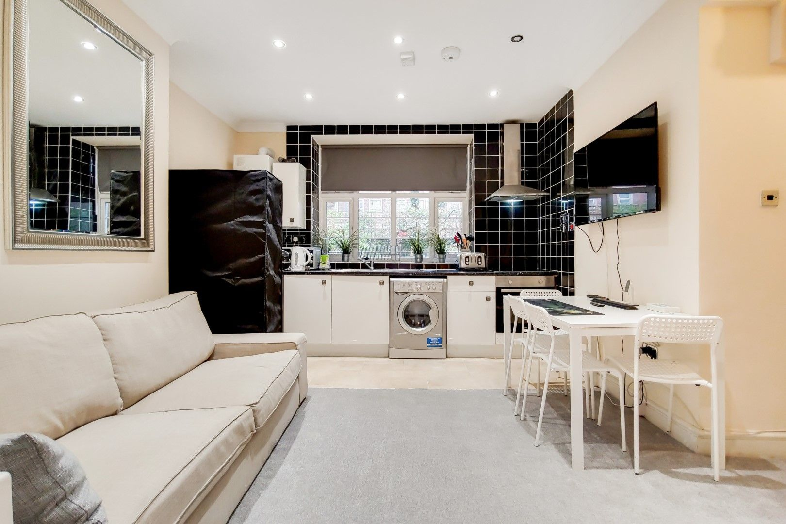 2 bed flat to rent in Bevan House  - Property Image 2