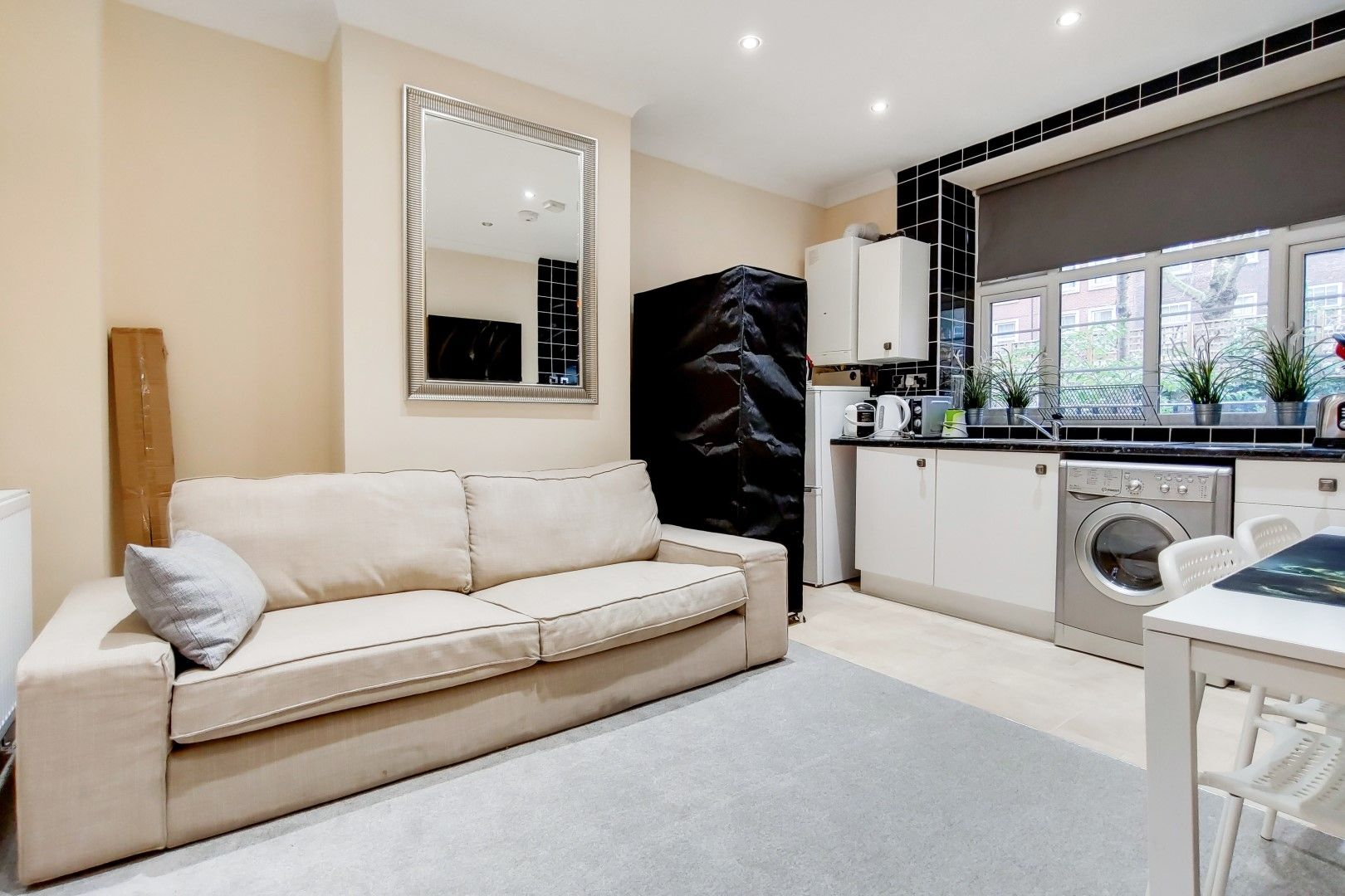 2 bed flat to rent in Bevan House  - Property Image 4