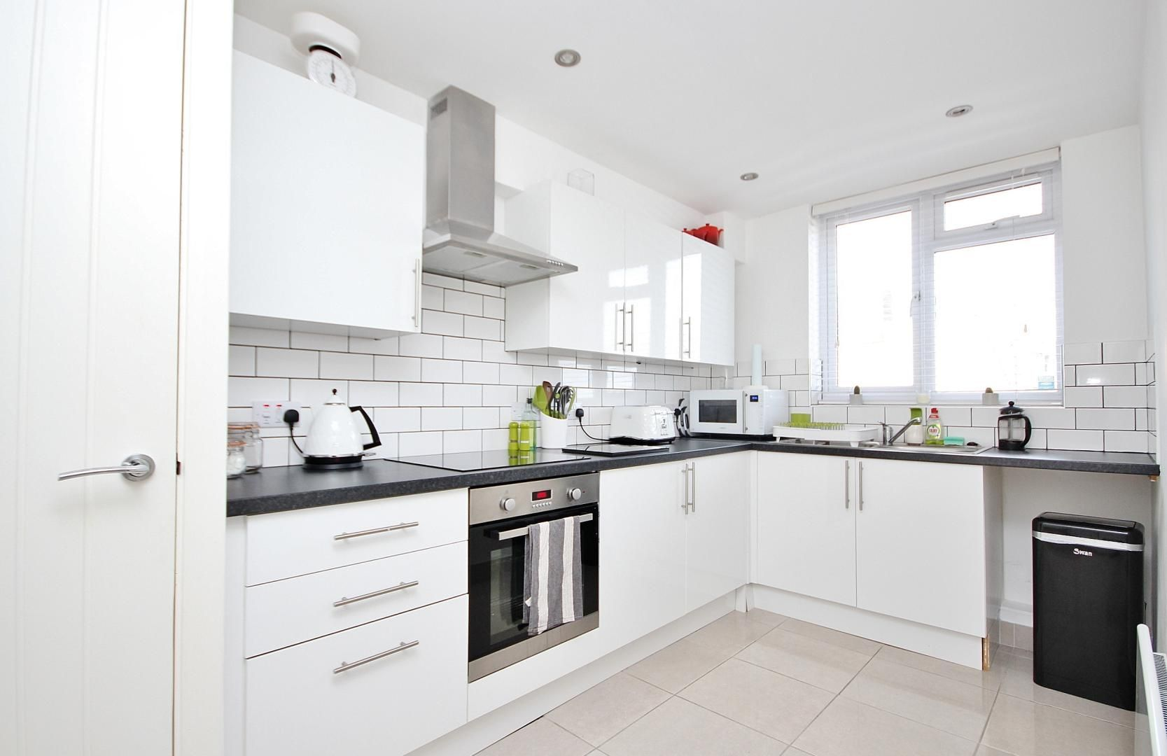 2 bed flat to rent in E1 Studios, E1