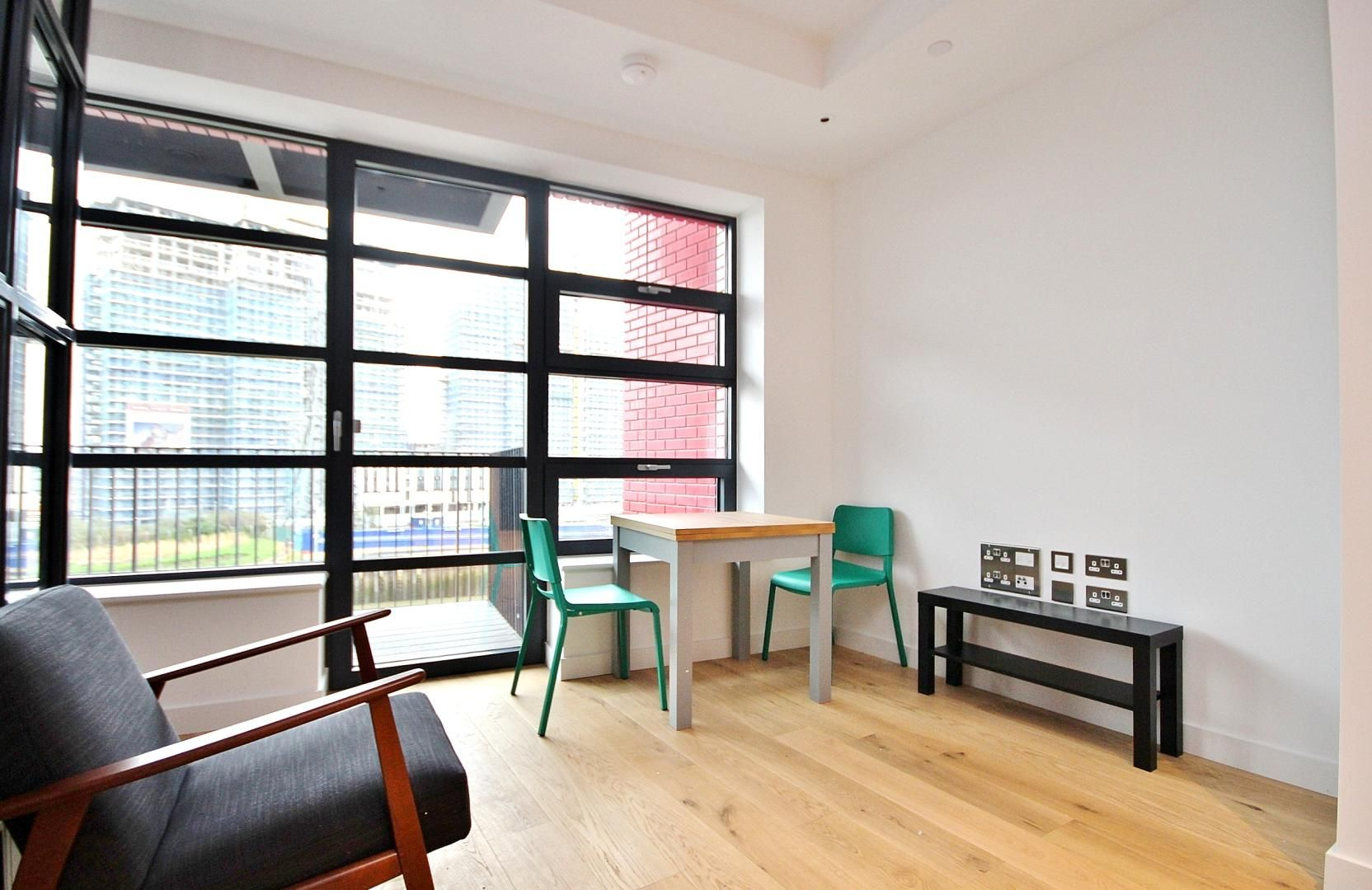 to rent in Defoe House, E14