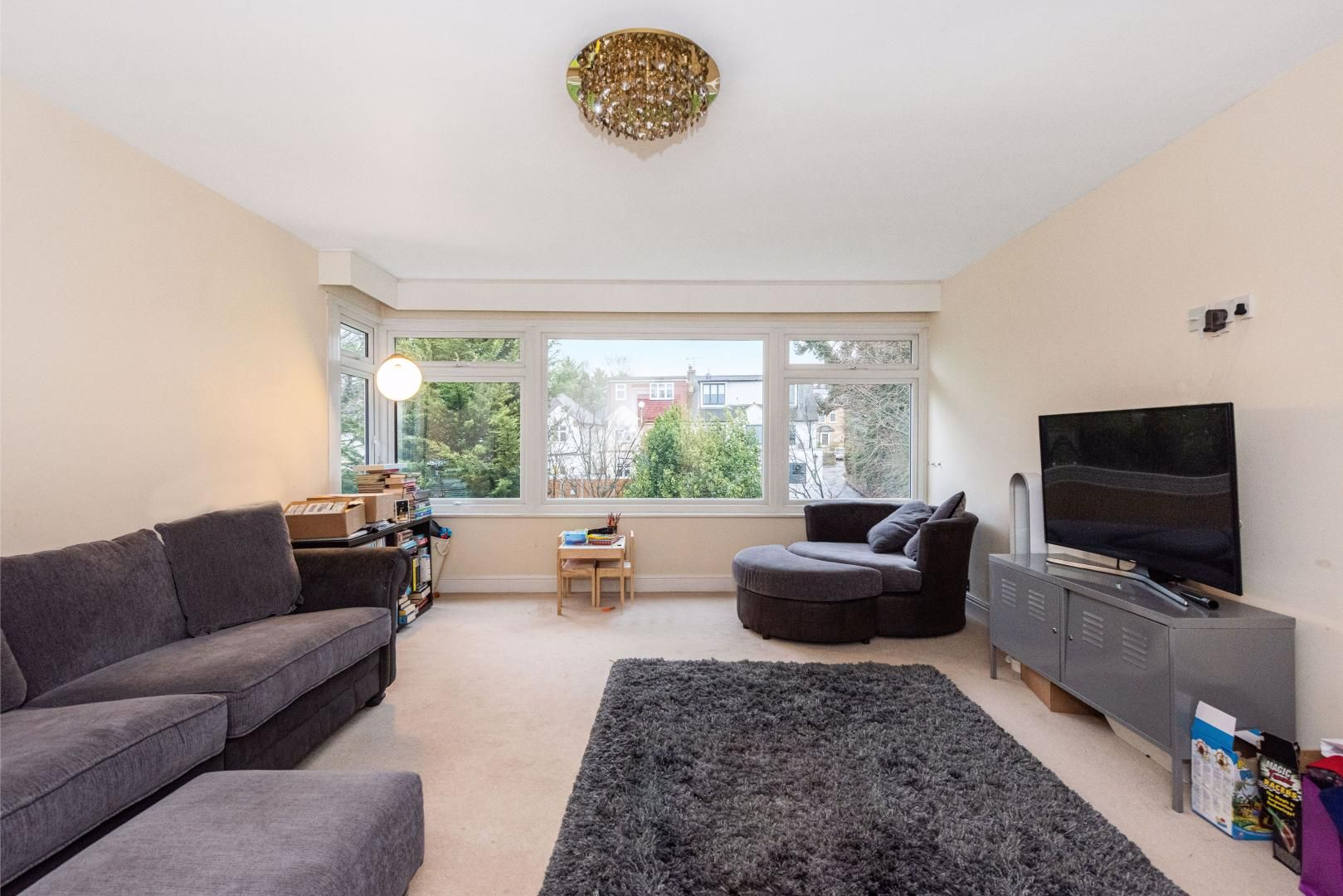 2 bed flat to rent in Whitehall Lane  - Property Image 3
