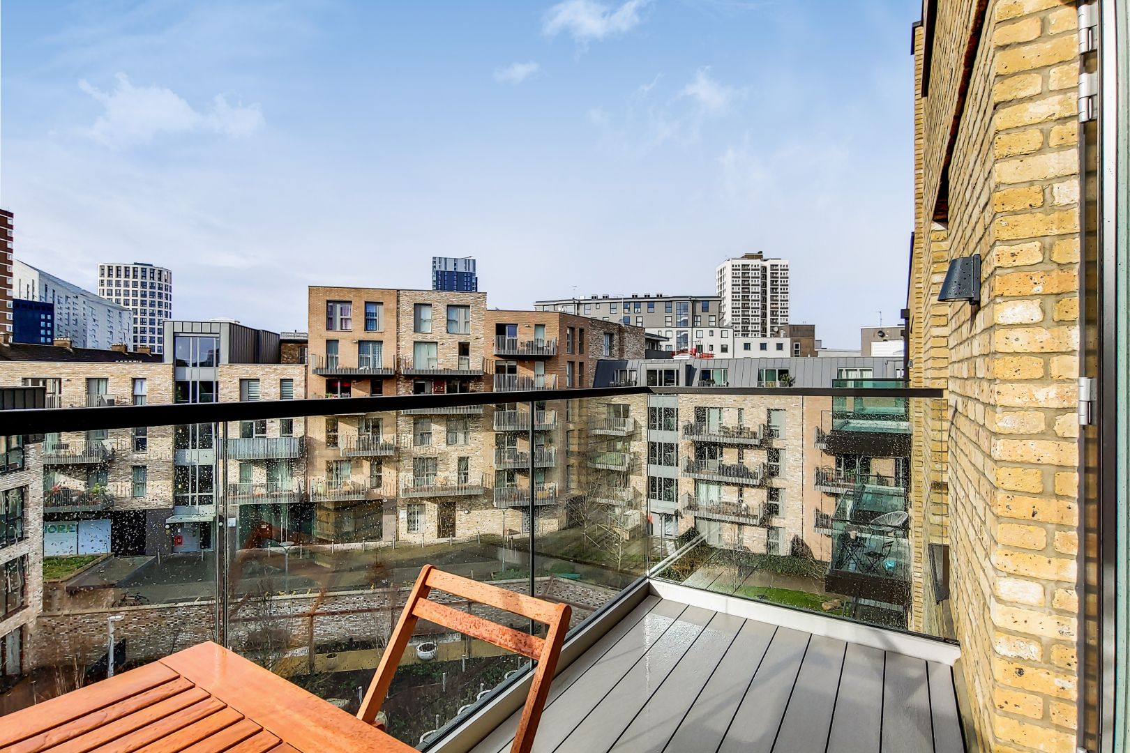 1 bed flat to rent in New North Road  - Property Image 2