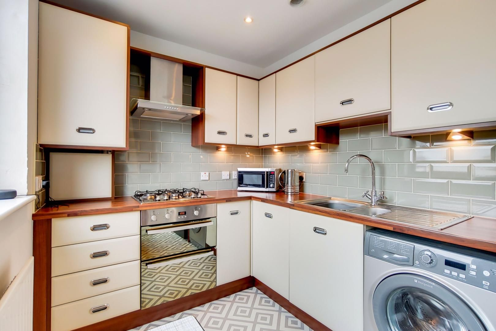 1 bed flat for sale in Ducketts Apartments  - Property Image 2