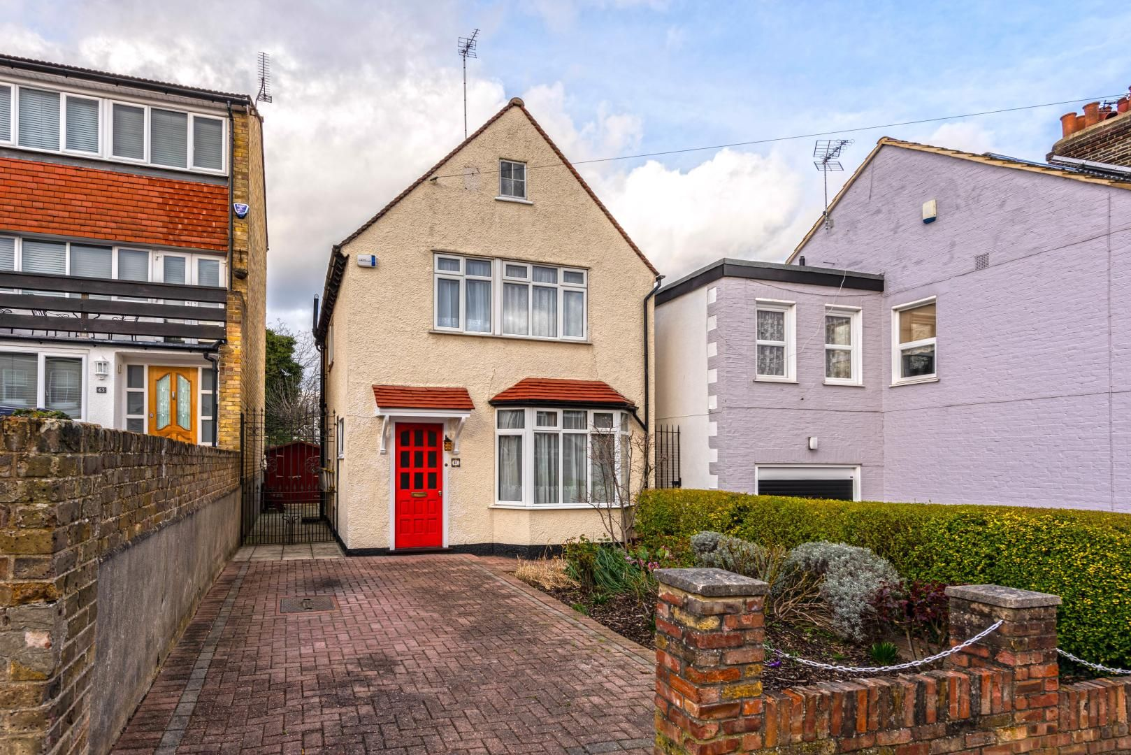 3 bed house for sale in Princes Road, IG9