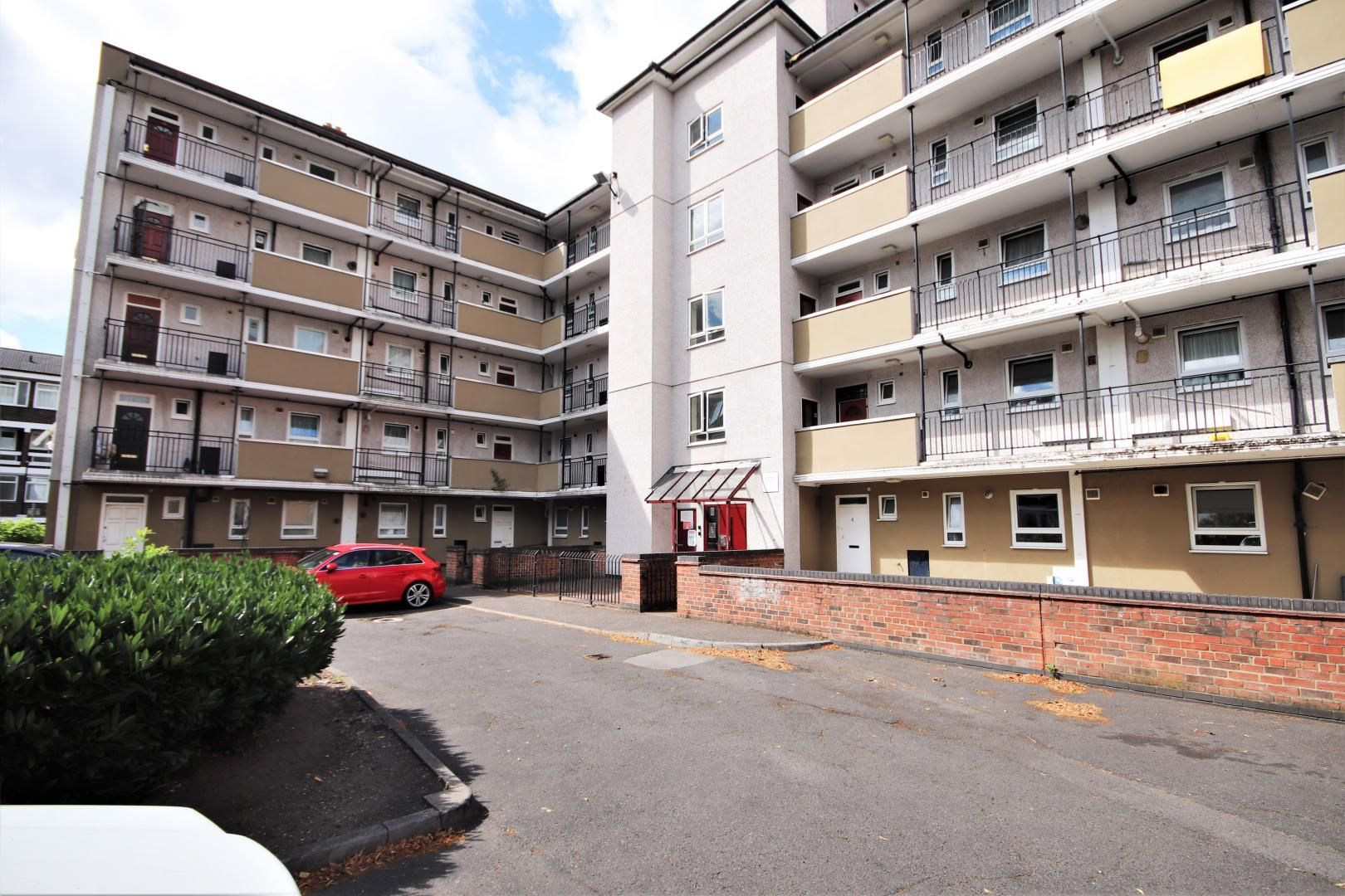 3 bed flat for sale in Meyrick House, E14