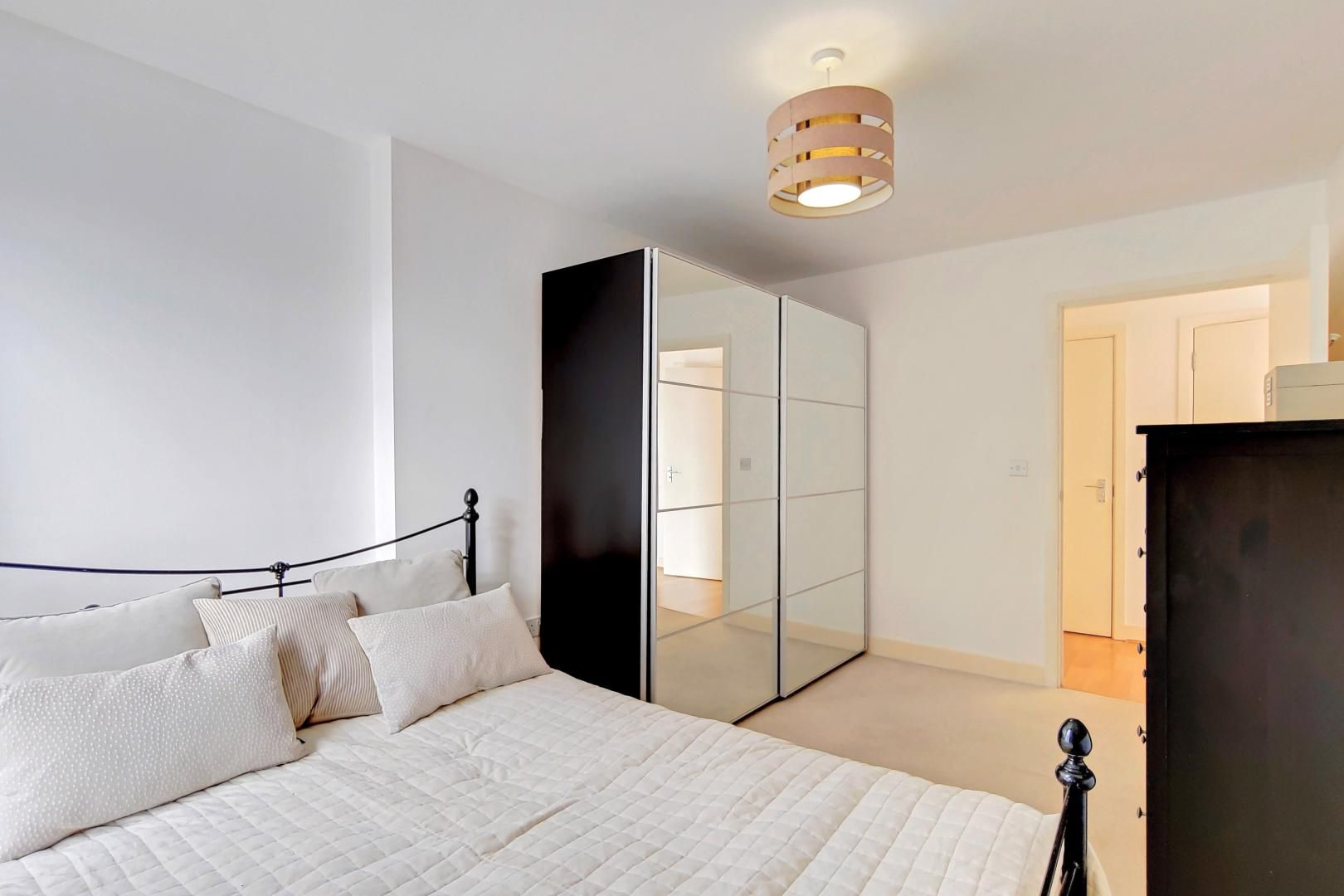3 bed flat to rent in Goodchild Road  - Property Image 11