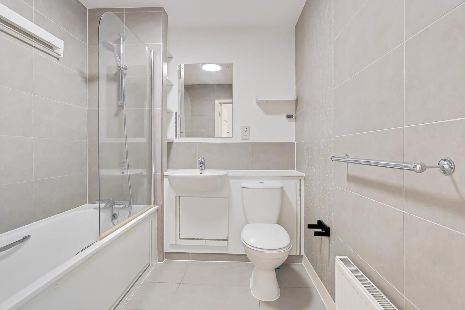 3 bed flat to rent in Goodchild Road  - Property Image 12