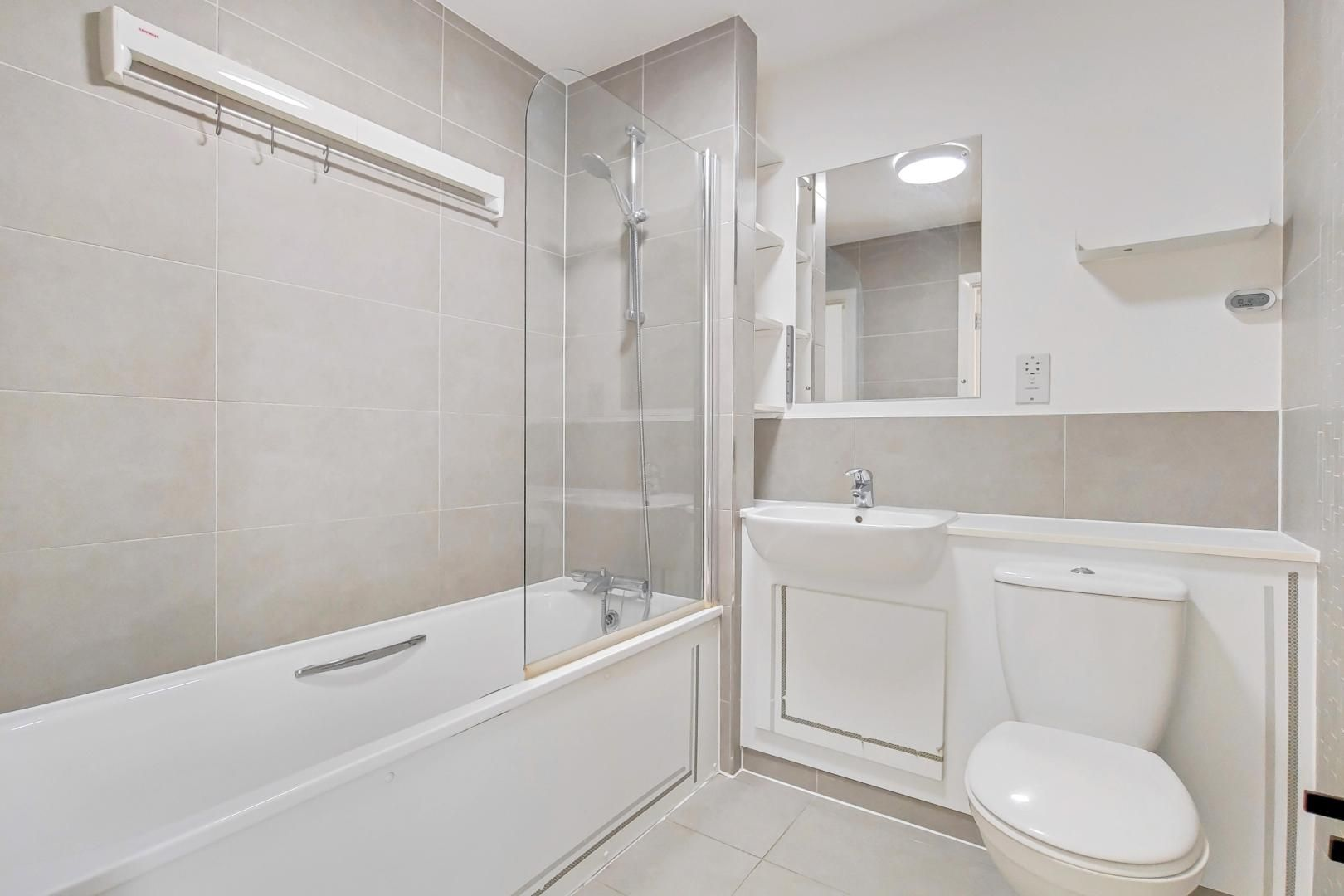 3 bed flat to rent in Goodchild Road  - Property Image 13