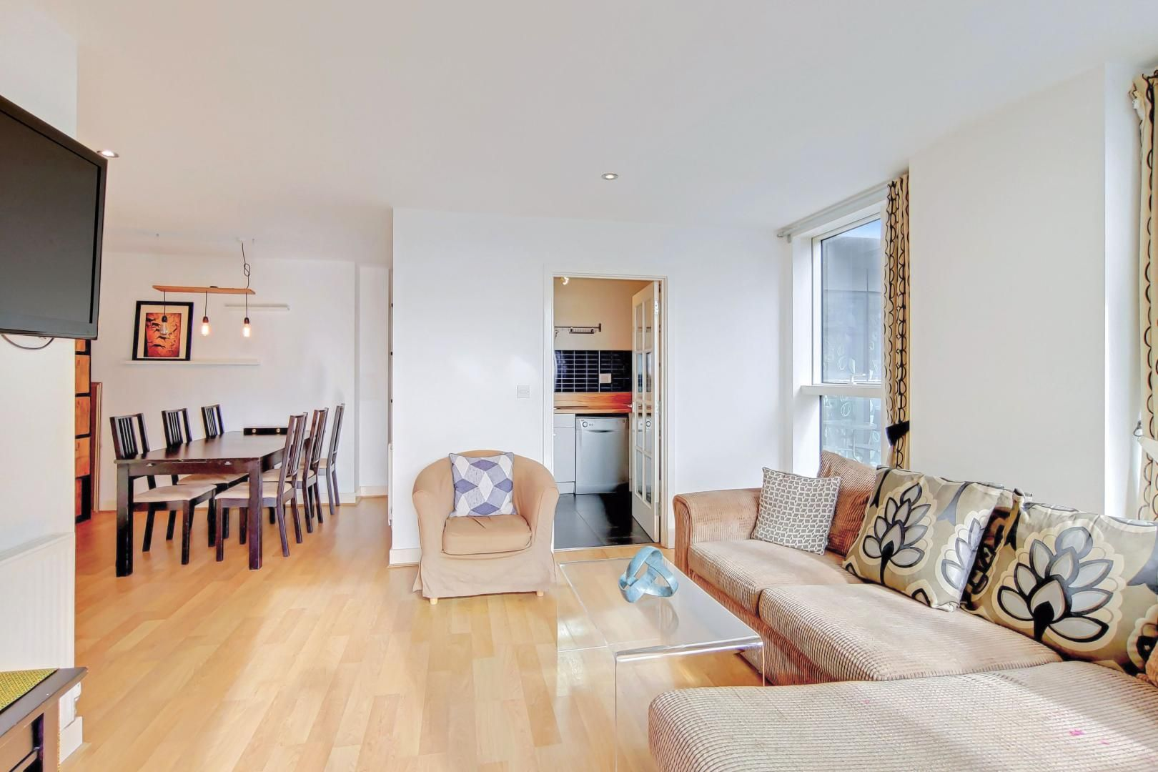 3 bed flat to rent in Goodchild Road  - Property Image 3