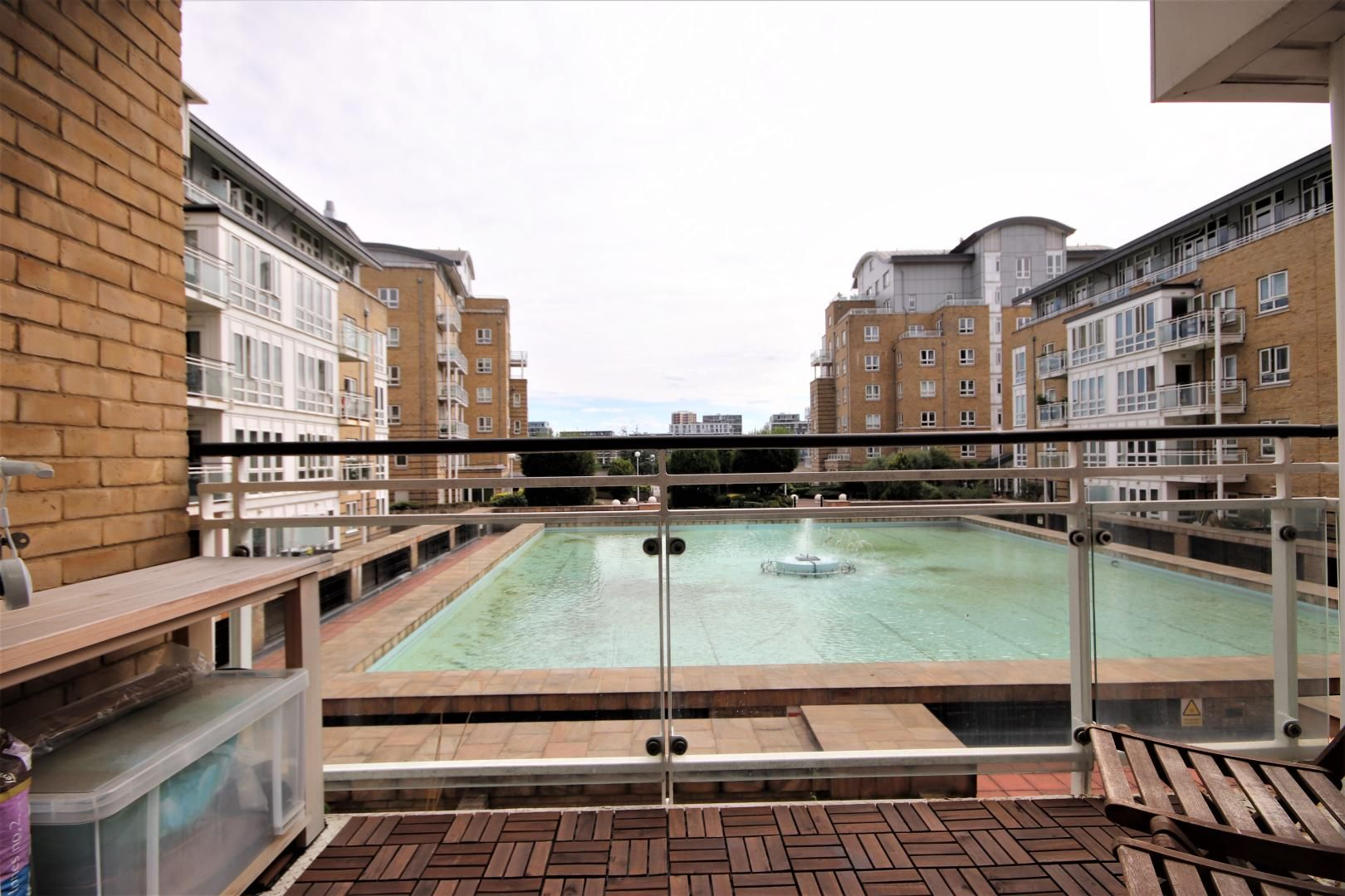 2 bed flat to rent in St Davids Square, E14