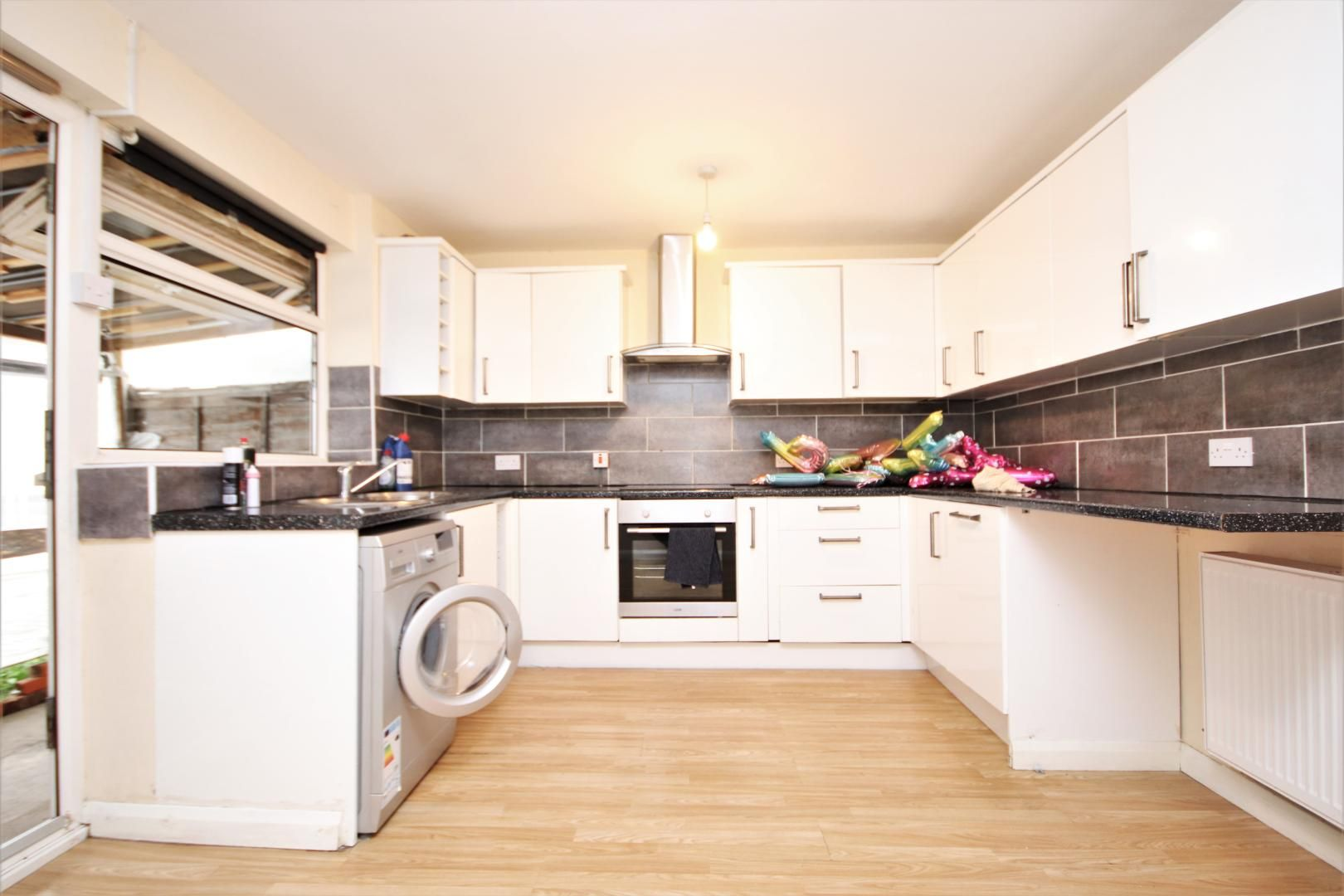 5 bed house to rent in Croombs Road, E16