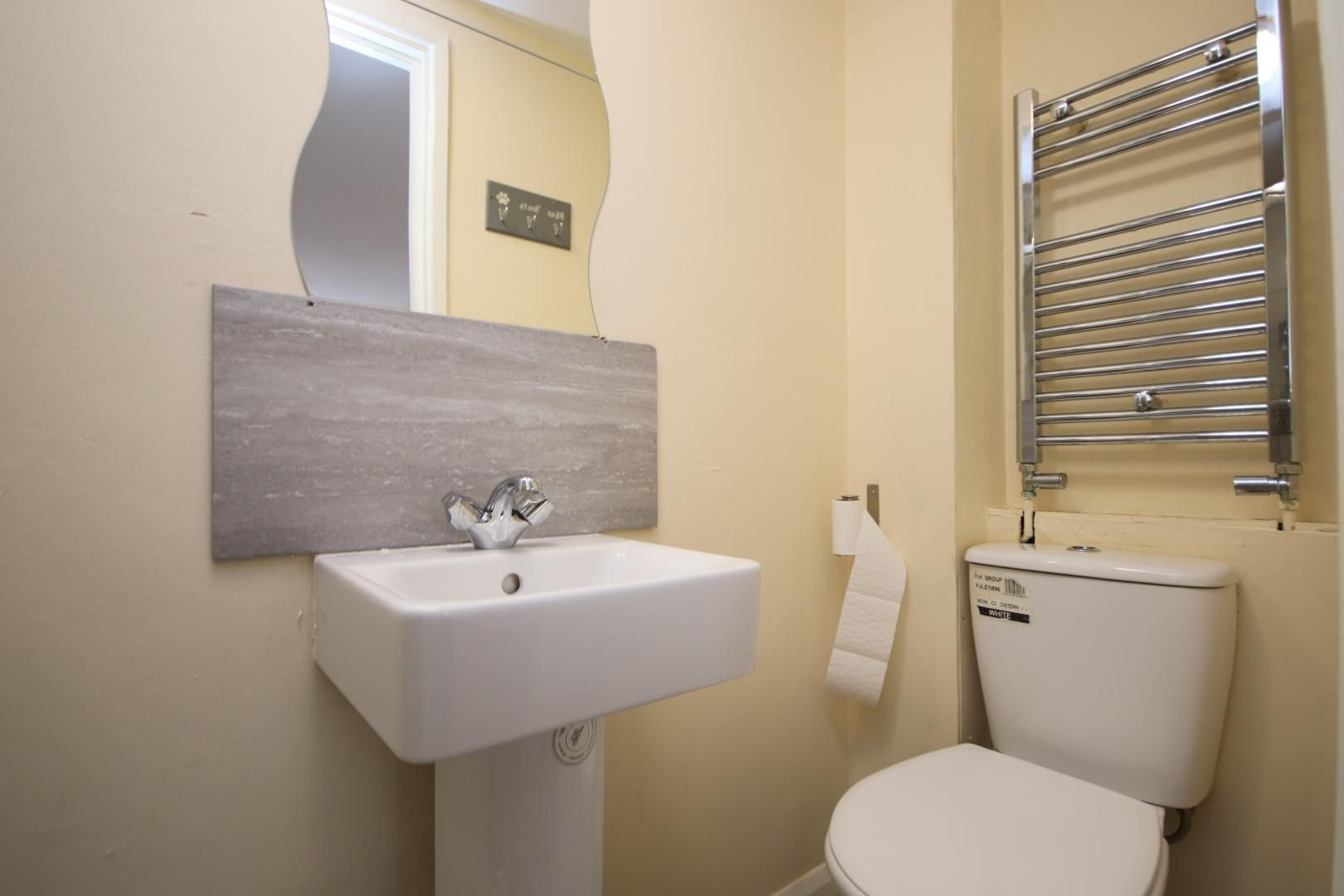 5 bed house to rent in Croombs Road  - Property Image 3