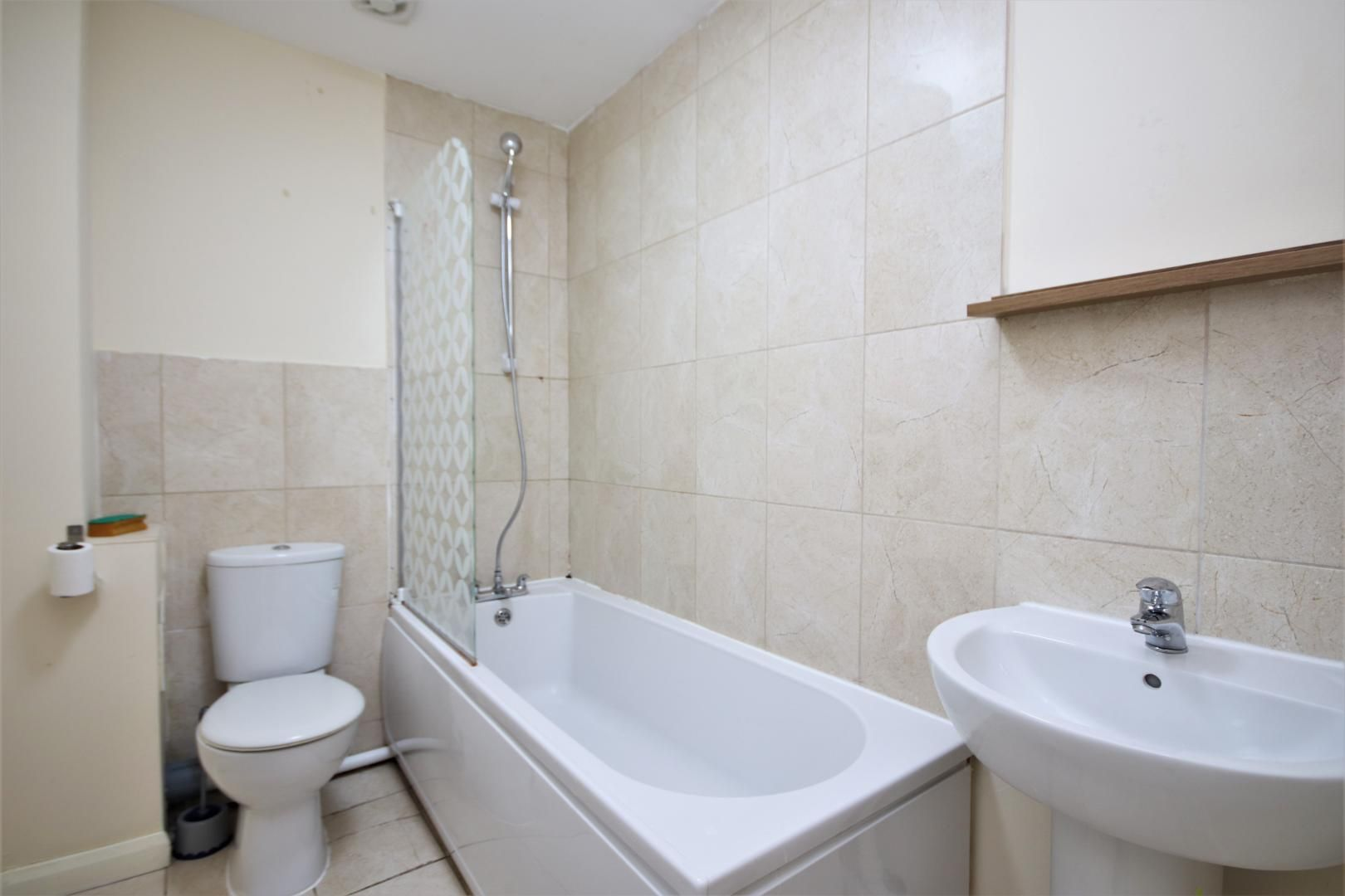 5 bed house to rent in Croombs Road  - Property Image 6