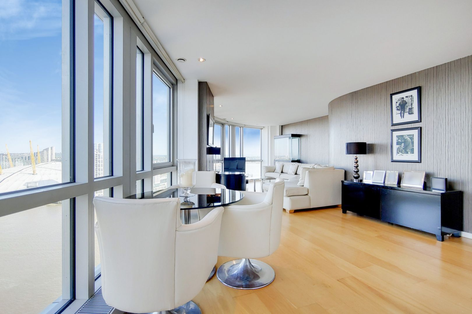 2 bed flat for sale in Ontario Tower  - Property Image 2