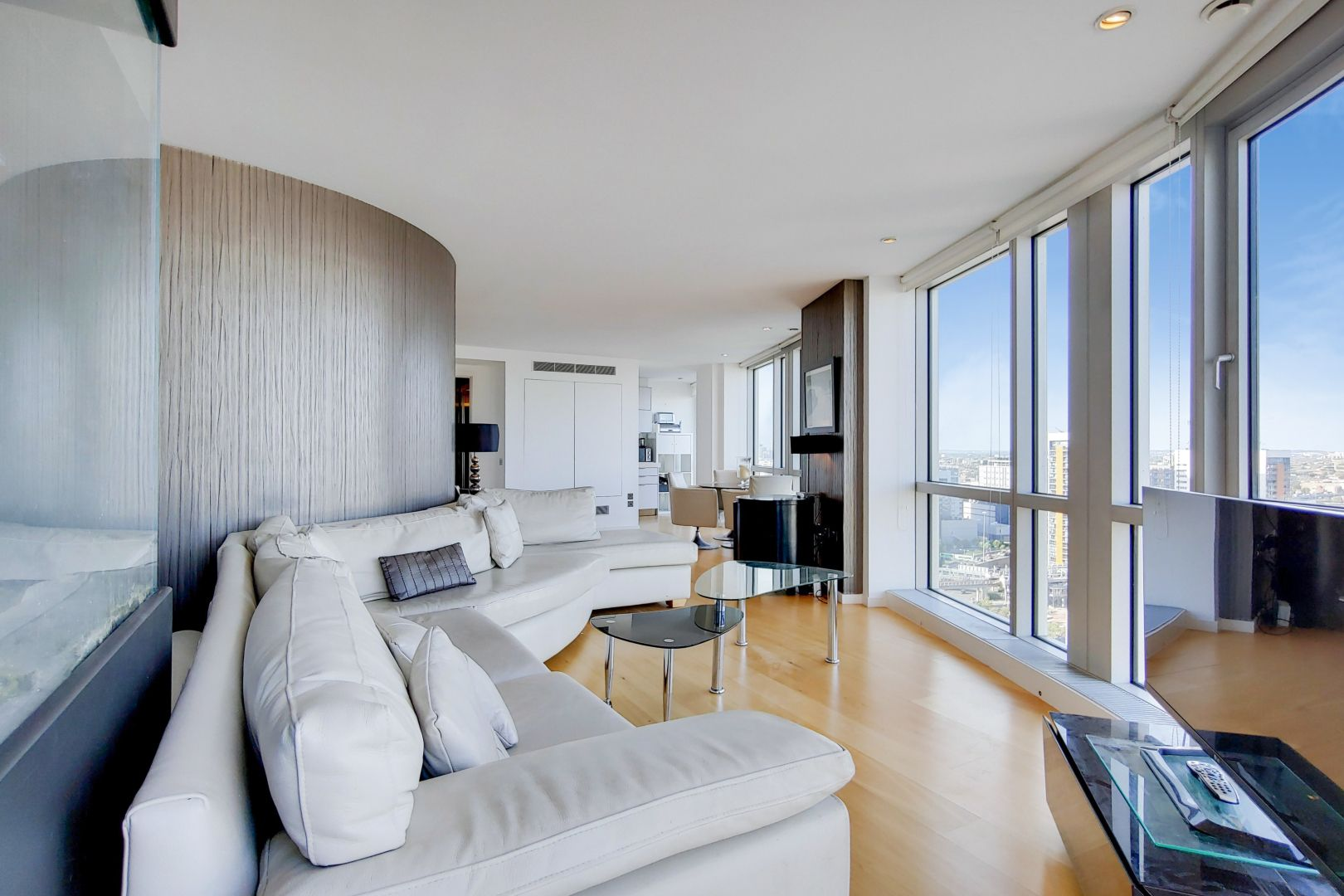 2 bed flat for sale in Ontario Tower  - Property Image 3